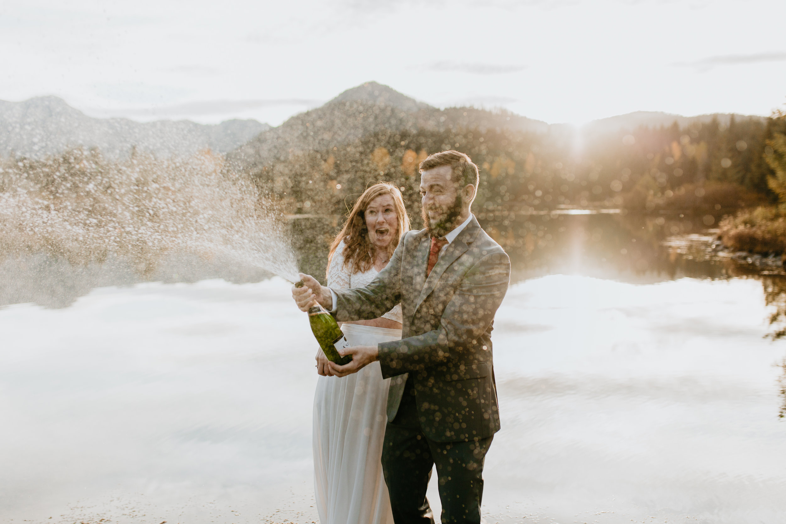 nicole-daacke-photography-mountain-view-elopement-at-gold-creek-pond-snoqualmie-washington-wa-elopement-photographer-photography-adventure-elopement-in-washington-fall-lakeside-golden-sunset-boho-fun-bride-0462.jpg