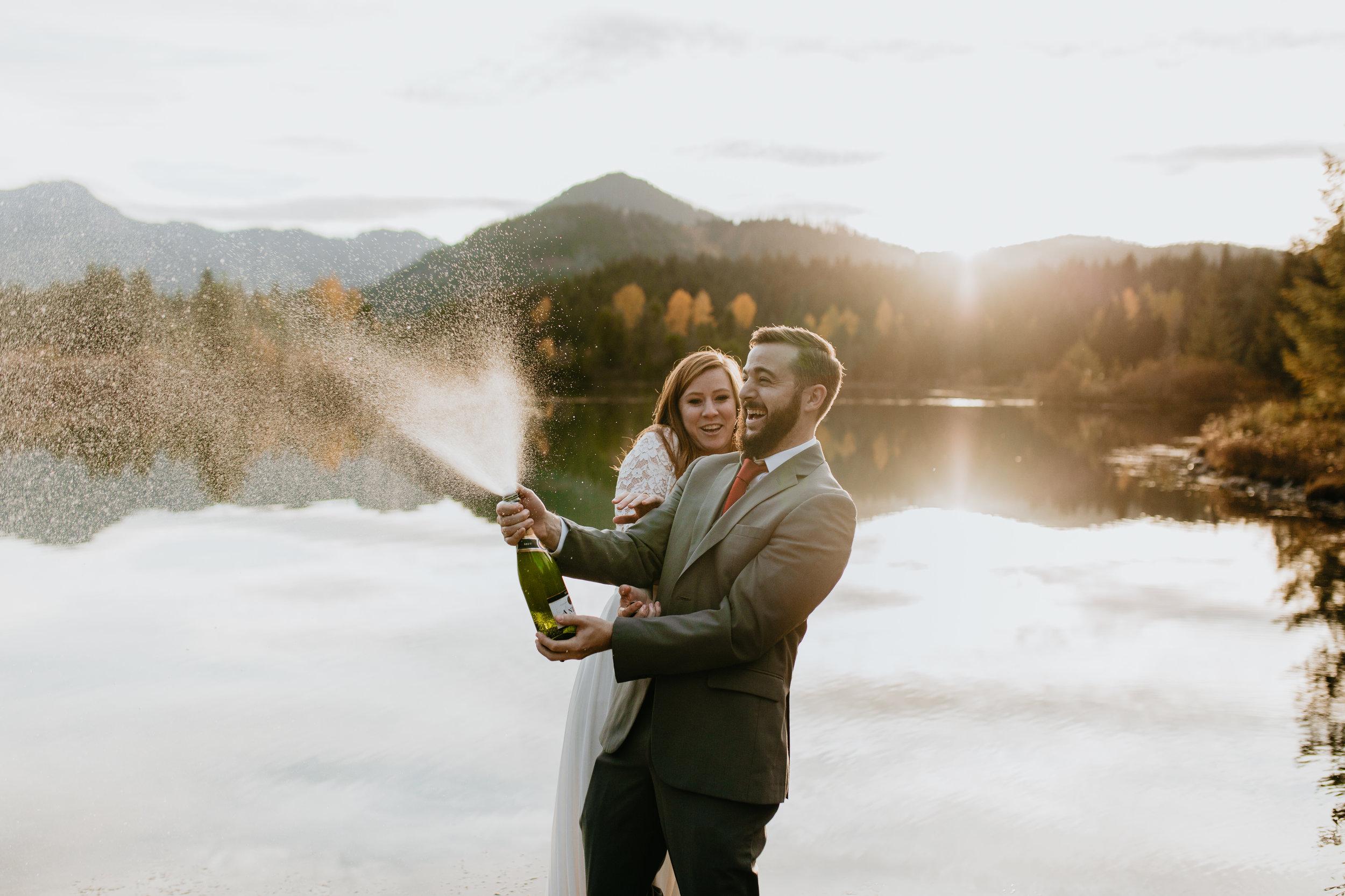 nicole-daacke-photography-mountain-view-elopement-at-gold-creek-pond-snoqualmie-washington-wa-elopement-photographer-photography-adventure-elopement-in-washington-fall-lakeside-golden-sunset-boho-fun-bride-0463.jpg