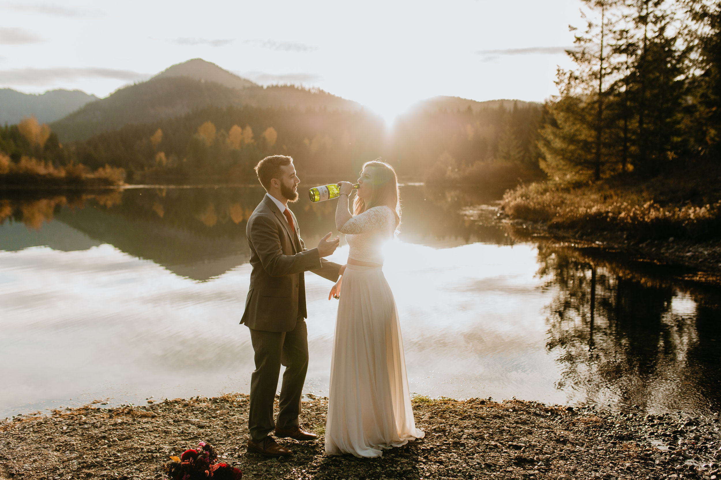 nicole-daacke-photography-mountain-view-elopement-at-gold-creek-pond-snoqualmie-washington-wa-elopement-photographer-photography-adventure-elopement-in-washington-fall-lakeside-golden-sunset-boho-fun-bride-0464.jpg