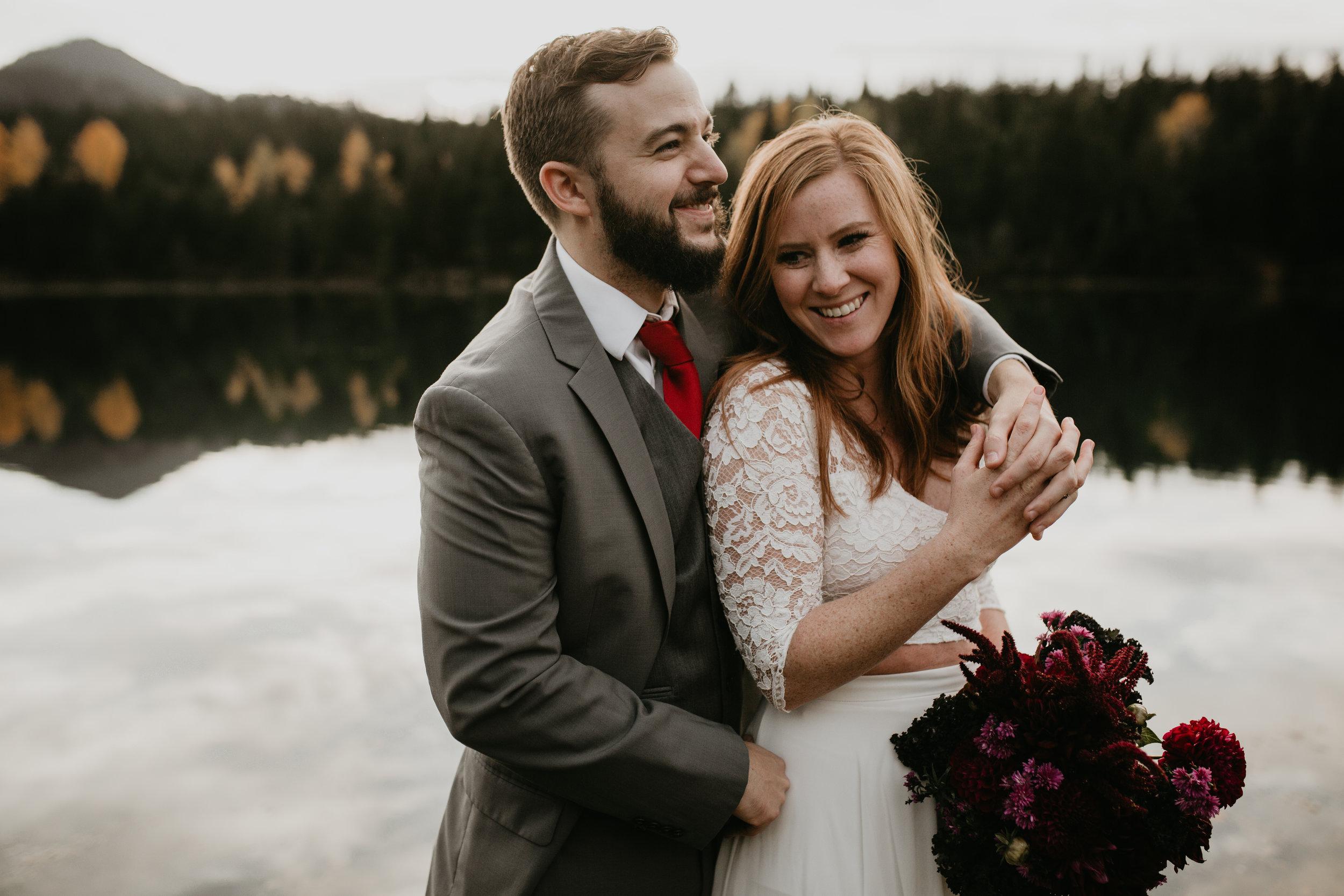 nicole-daacke-photography-mountain-view-elopement-at-gold-creek-pond-snoqualmie-washington-wa-elopement-photographer-photography-adventure-elopement-in-washington-fall-lakeside-golden-sunset-boho-fun-bride-0484.jpg