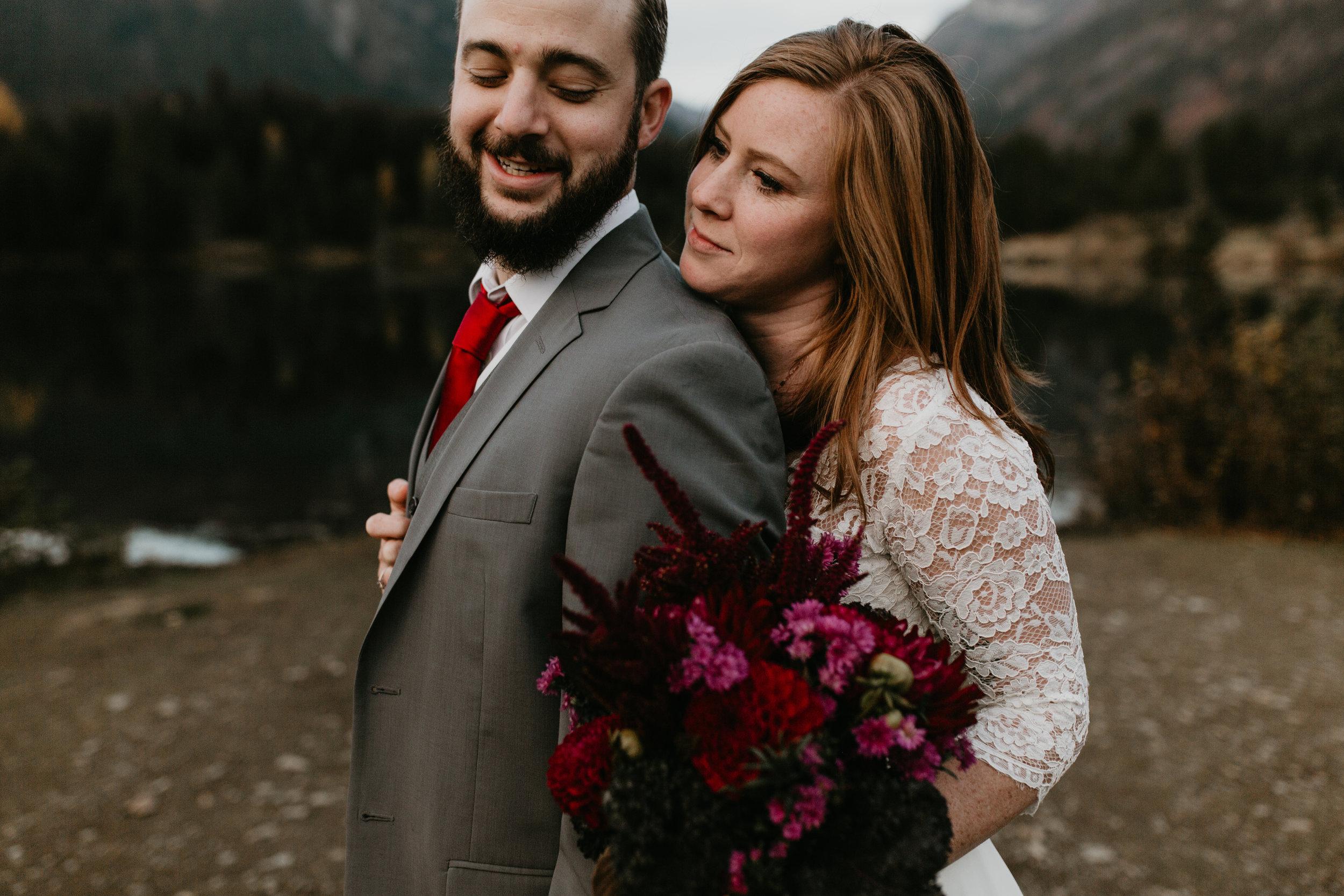 nicole-daacke-photography-mountain-view-elopement-at-gold-creek-pond-snoqualmie-washington-wa-elopement-photographer-photography-adventure-elopement-in-washington-fall-lakeside-golden-sunset-boho-fun-bride-0578.jpg