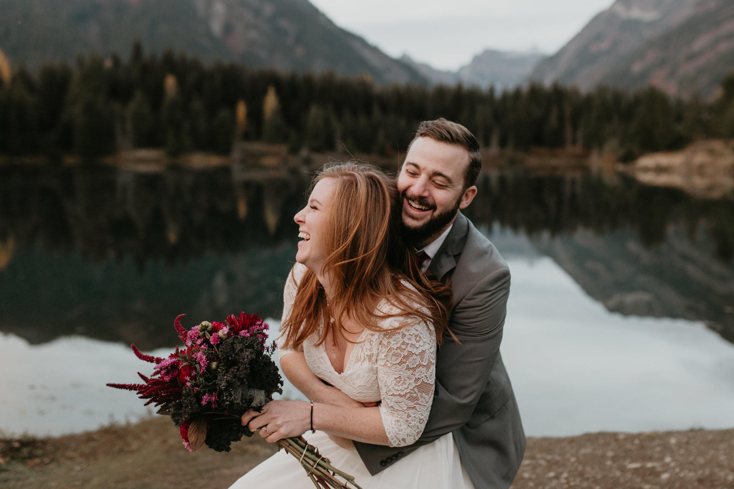 nicole-daacke-photography-mountain-view-elopement-at-gold-creek-pond-snoqualmie-washington-wa-elopement-photographer-photography-adventure-elopement-in-washington-fall-lakeside-golden-sunset-boho-fun-bride-0628.jpg