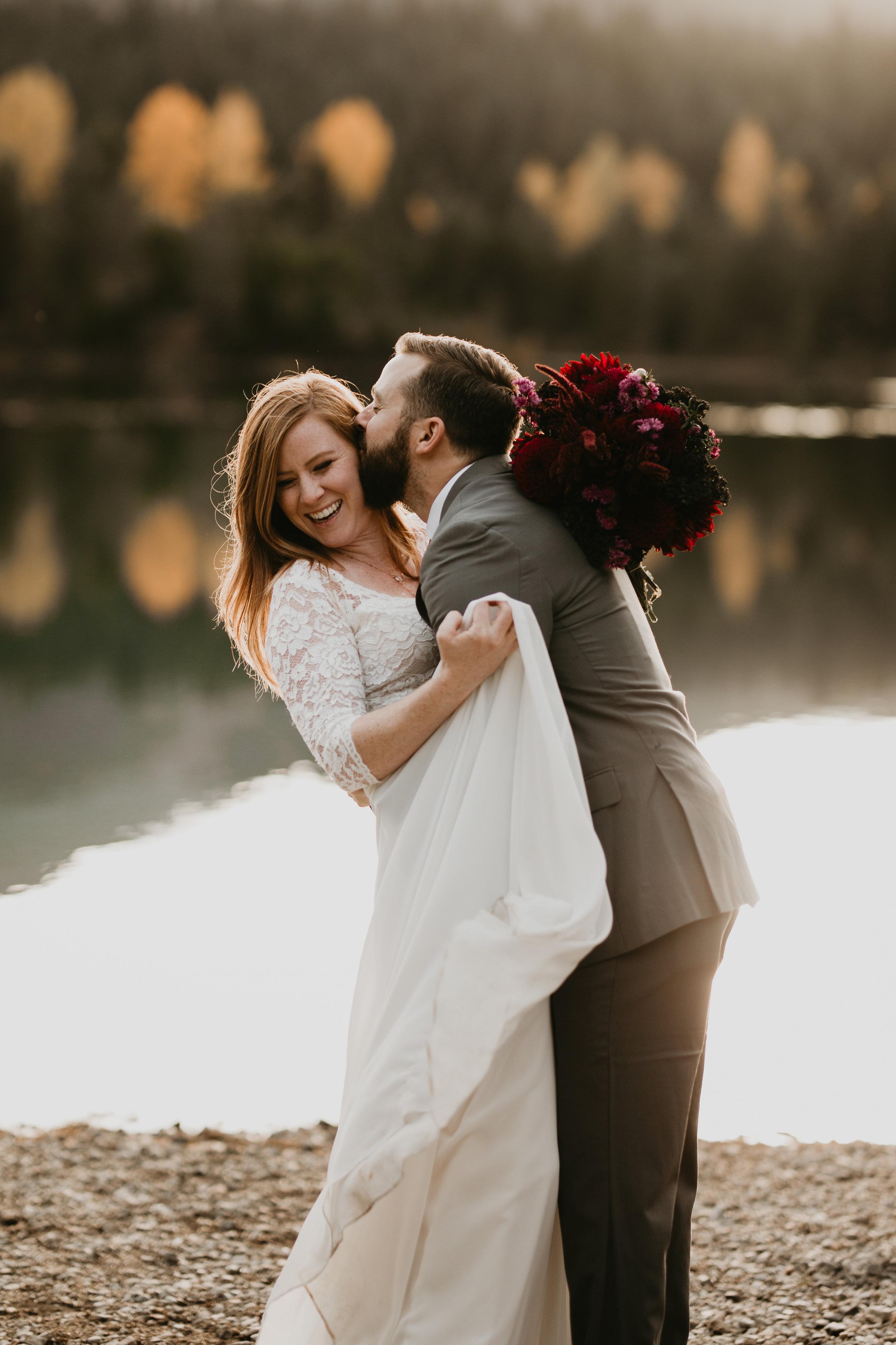nicole-daacke-photography-mountain-view-elopement-at-gold-creek-pond-snoqualmie-washington-wa-elopement-photographer-photography-adventure-elopement-in-washington-fall-lakeside-golden-sunset-boho-fun-bride-2761.jpg