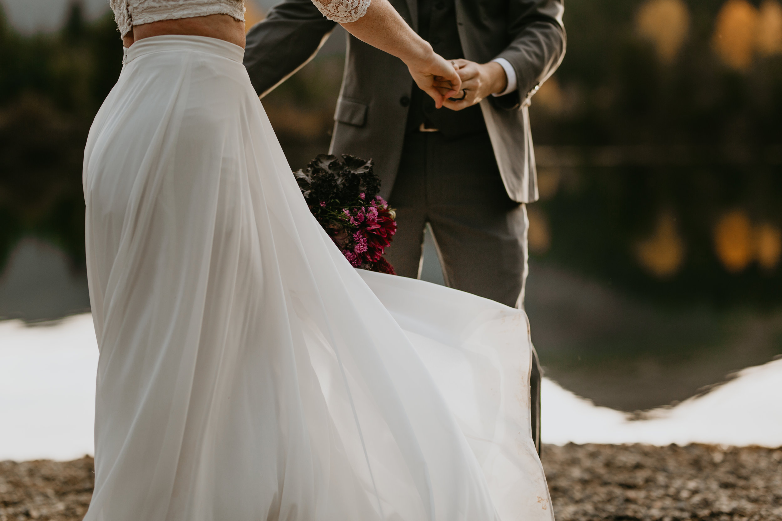 nicole-daacke-photography-mountain-view-elopement-at-gold-creek-pond-snoqualmie-washington-wa-elopement-photographer-photography-adventure-elopement-in-washington-fall-lakeside-golden-sunset-boho-fun-bride-2777.jpg