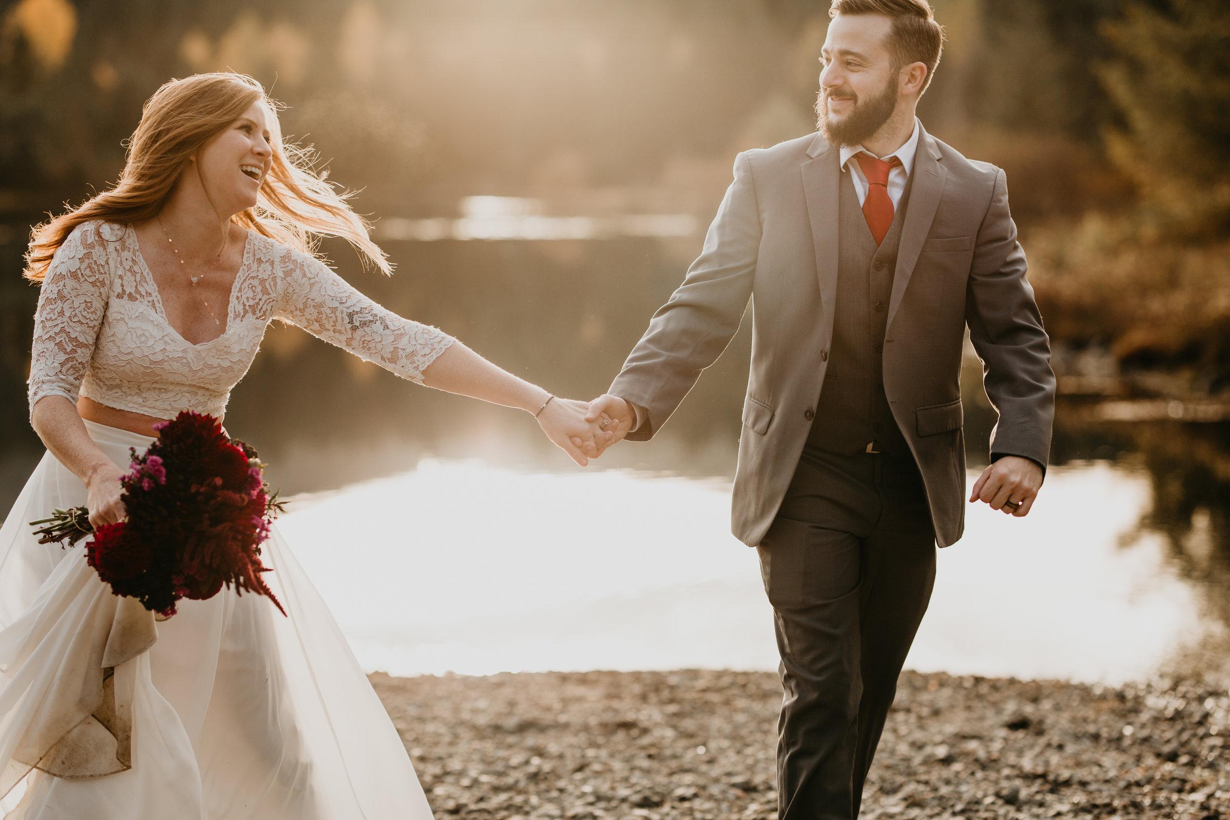 nicole-daacke-photography-mountain-view-elopement-at-gold-creek-pond-snoqualmie-washington-wa-elopement-photographer-photography-adventure-elopement-in-washington-fall-lakeside-golden-sunset-boho-fun-bride-2785.jpg