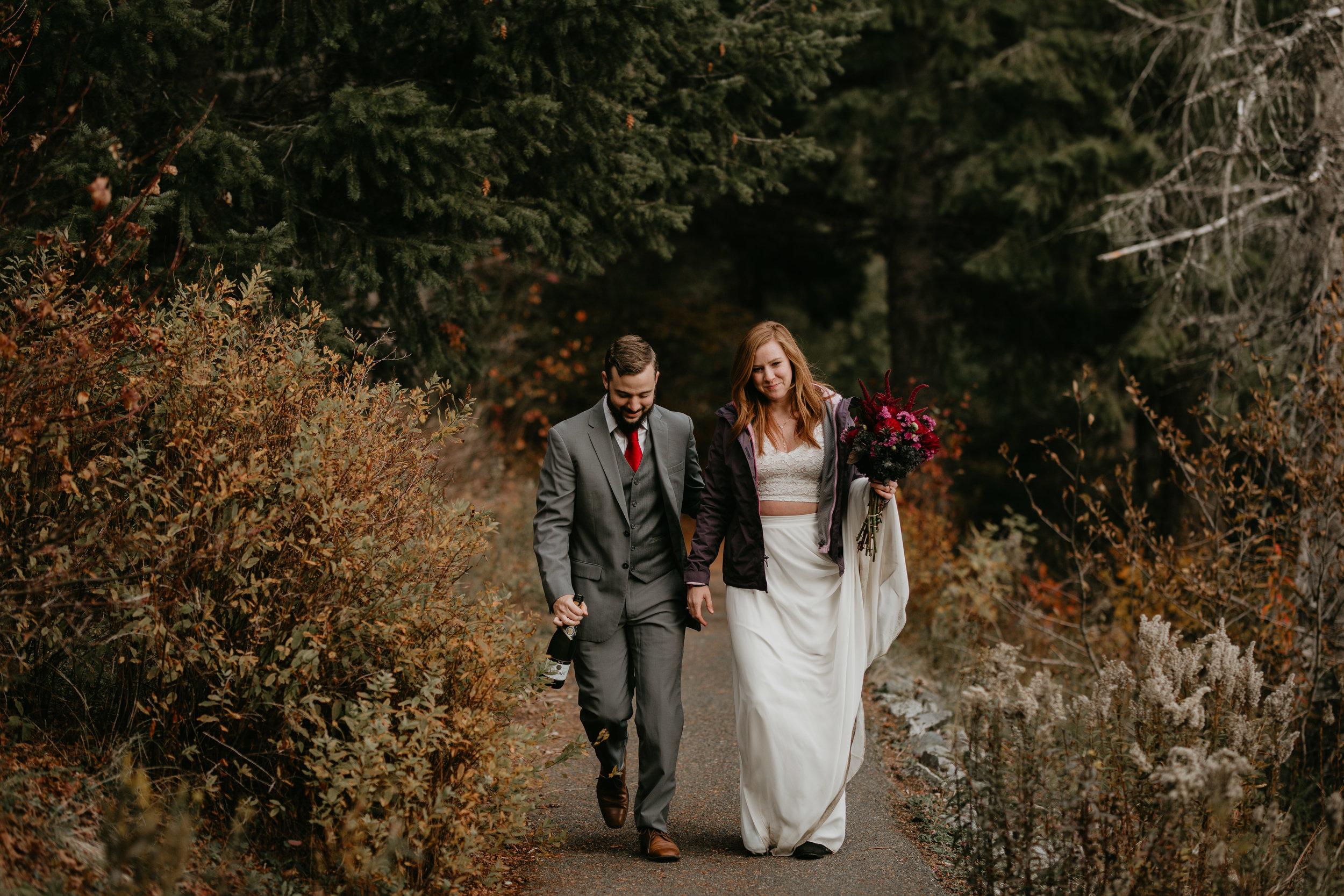 nicole-daacke-photography-mountain-view-elopement-at-gold-creek-pond-snoqualmie-washington-wa-elopement-photographer-photography-adventure-elopement-in-washington-fall-lakeside-golden-sunset-boho-fun-bride-2829.jpg