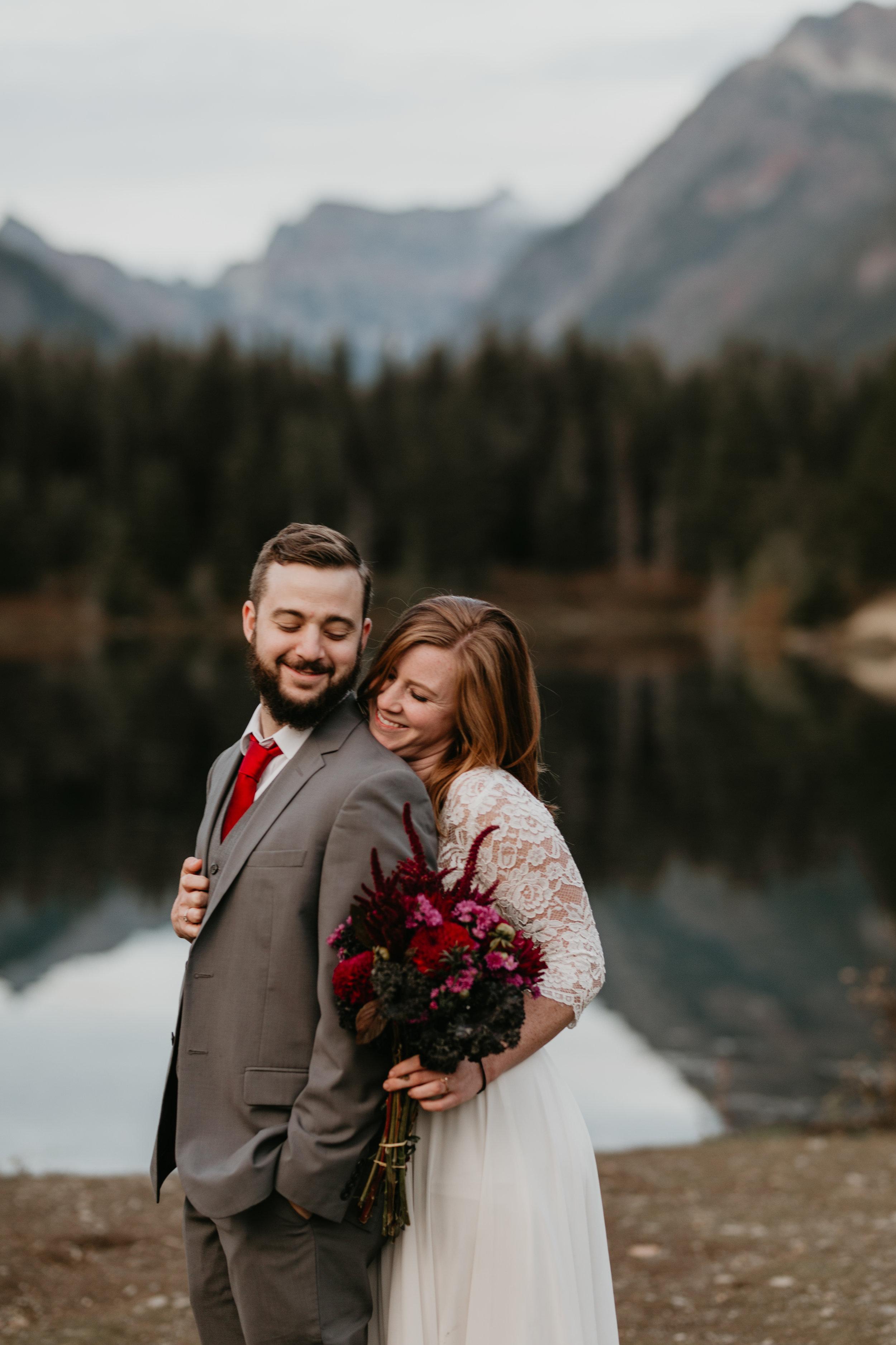 nicole-daacke-photography-mountain-view-elopement-at-gold-creek-pond-snoqualmie-washington-wa-elopement-photographer-photography-adventure-elopement-in-washington-fall-lakeside-golden-sunset-boho-fun-bride-2843.jpg
