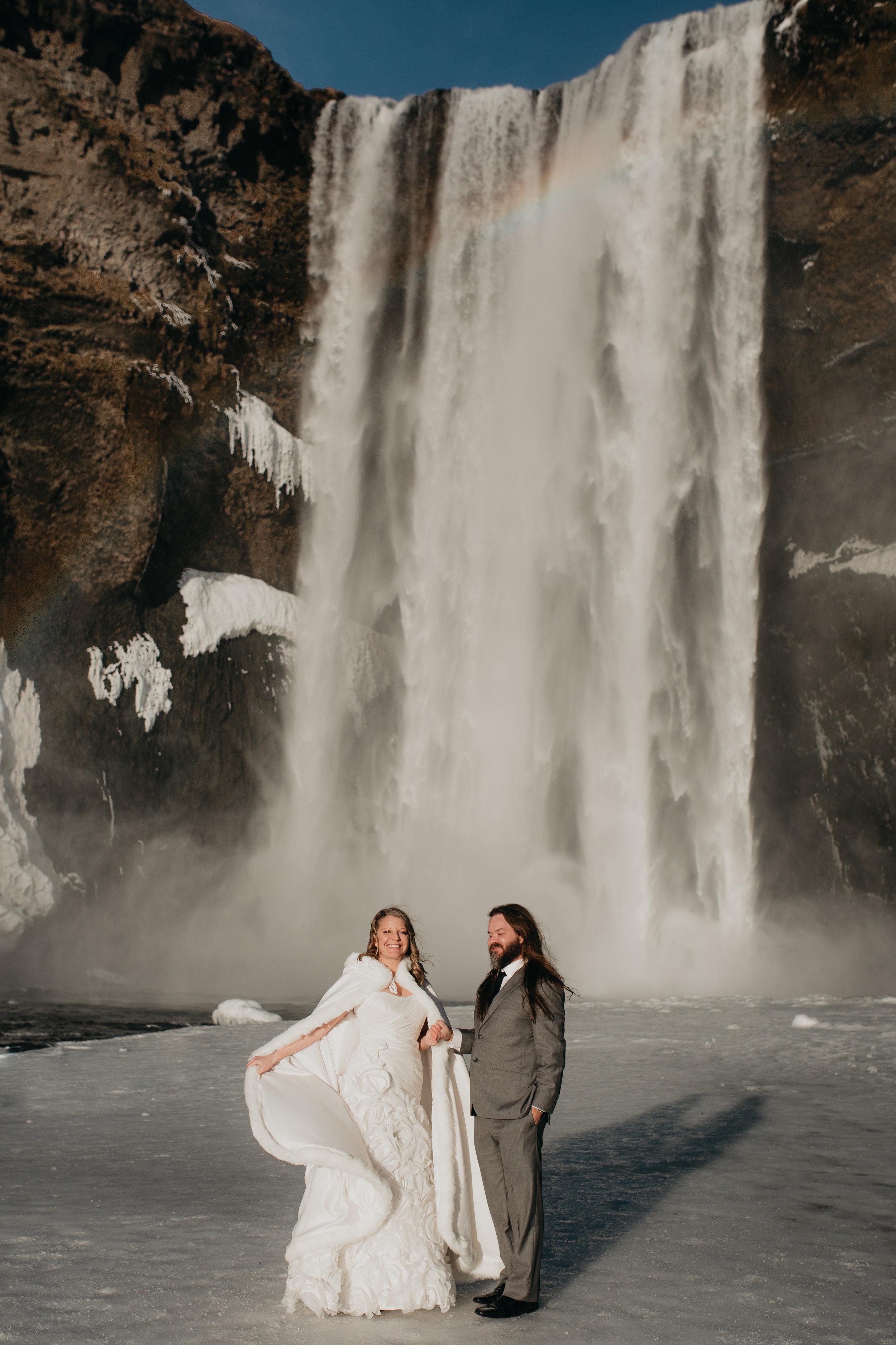 nicole-daacke-photography-iceland-winter-sunset-adventure-elopement-skogafoss-waterfall-black-sand-beach-dyrholaey-vik-iceland-intimate-wedding-black-church-elopement-photographer-8.jpg