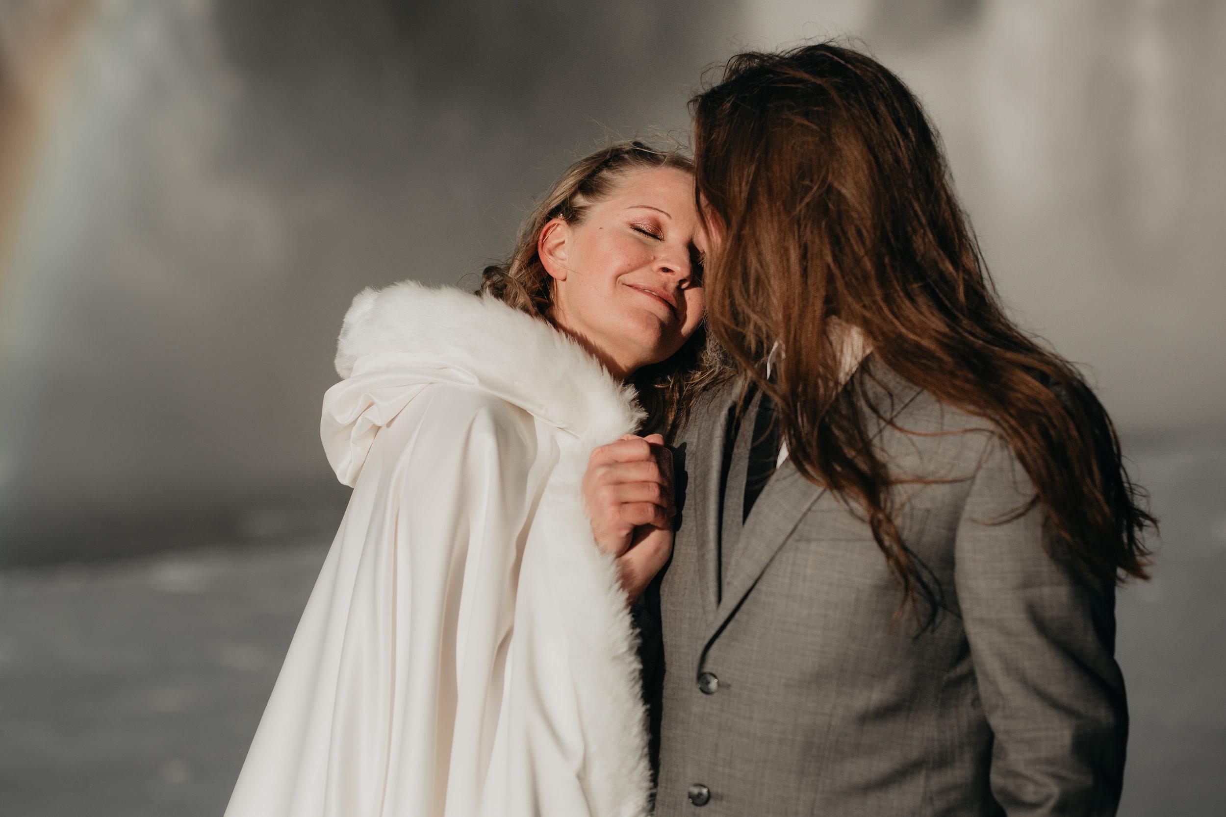 nicole-daacke-photography-iceland-winter-sunset-adventure-elopement-skogafoss-waterfall-black-sand-beach-dyrholaey-vik-iceland-intimate-wedding-black-church-elopement-photographer-10.jpg