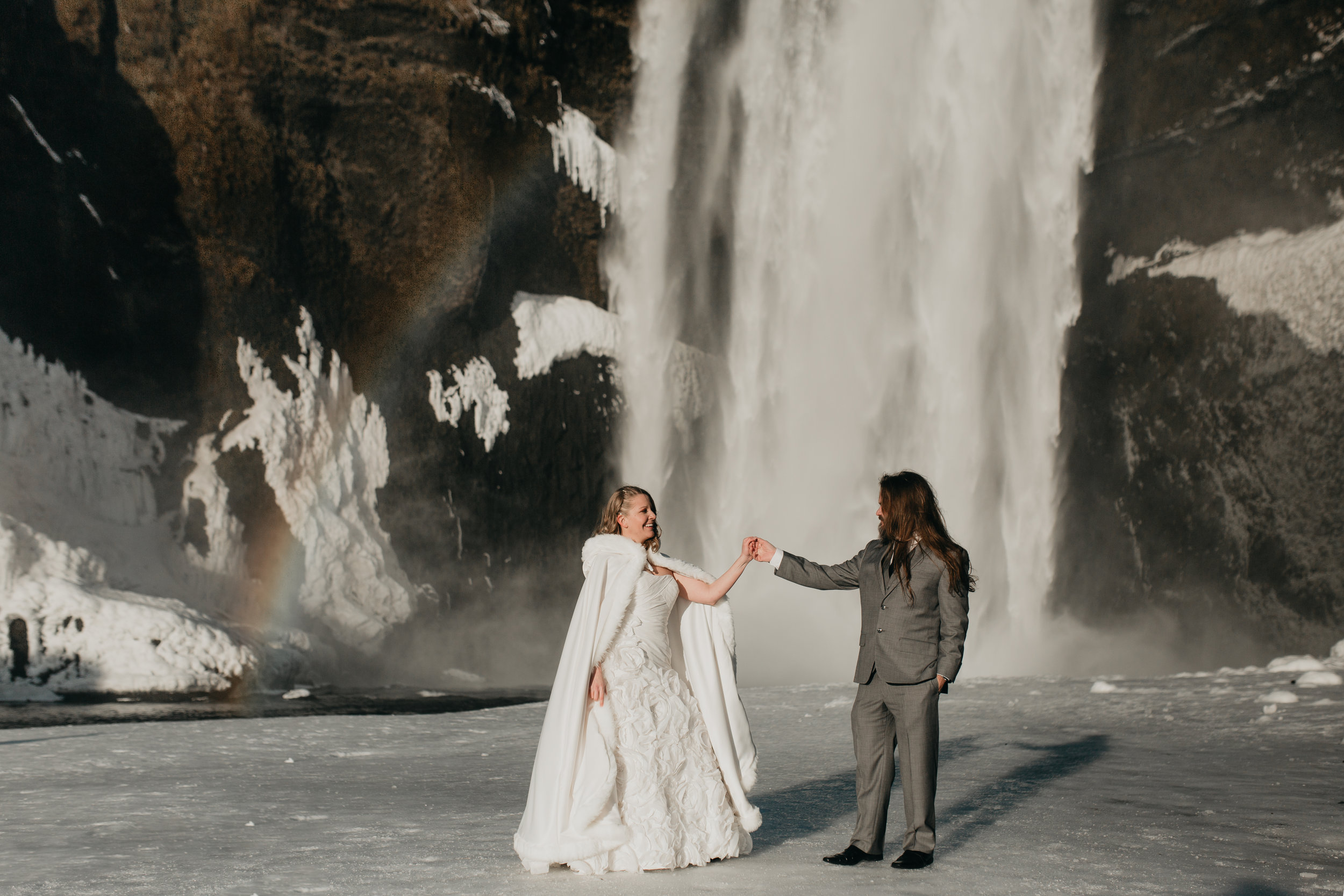 nicole-daacke-photography-iceland-winter-sunset-adventure-elopement-skogafoss-waterfall-black-sand-beach-dyrholaey-vik-iceland-intimate-wedding-black-church-elopement-photographer-11.jpg