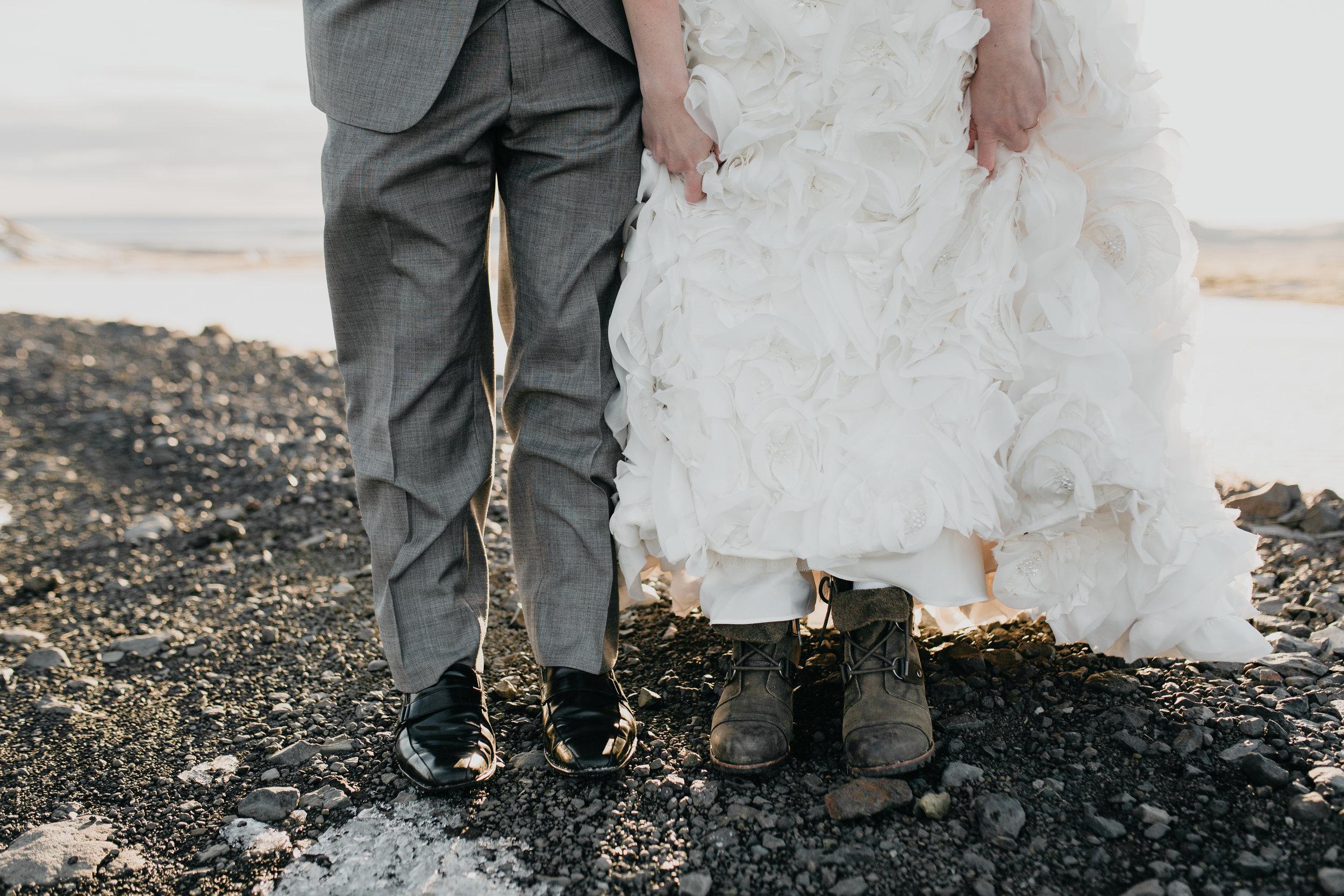 nicole-daacke-photography-iceland-winter-sunset-adventure-elopement-skogafoss-waterfall-black-sand-beach-dyrholaey-vik-iceland-intimate-wedding-black-church-elopement-photographer-21.jpg