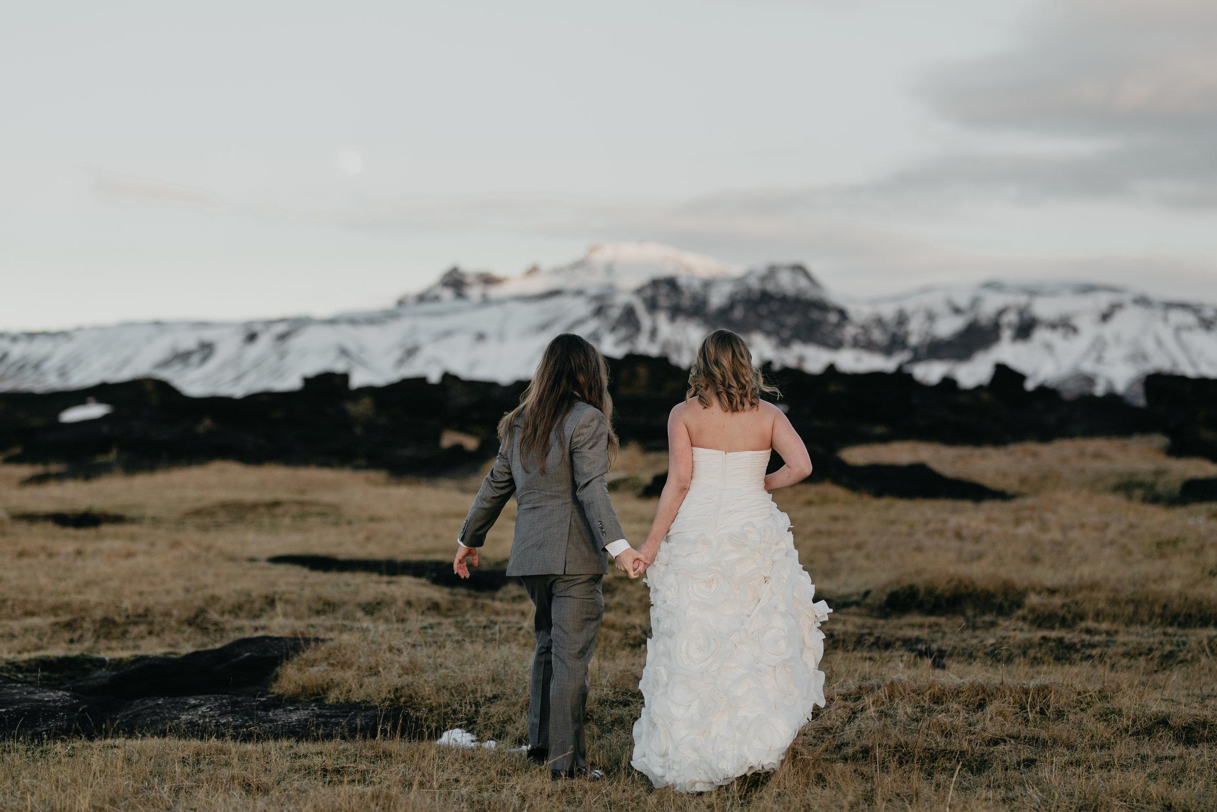 nicole-daacke-photography-iceland-winter-sunset-adventure-elopement-skogafoss-waterfall-black-sand-beach-dyrholaey-vik-iceland-intimate-wedding-black-church-elopement-photographer-22.jpg
