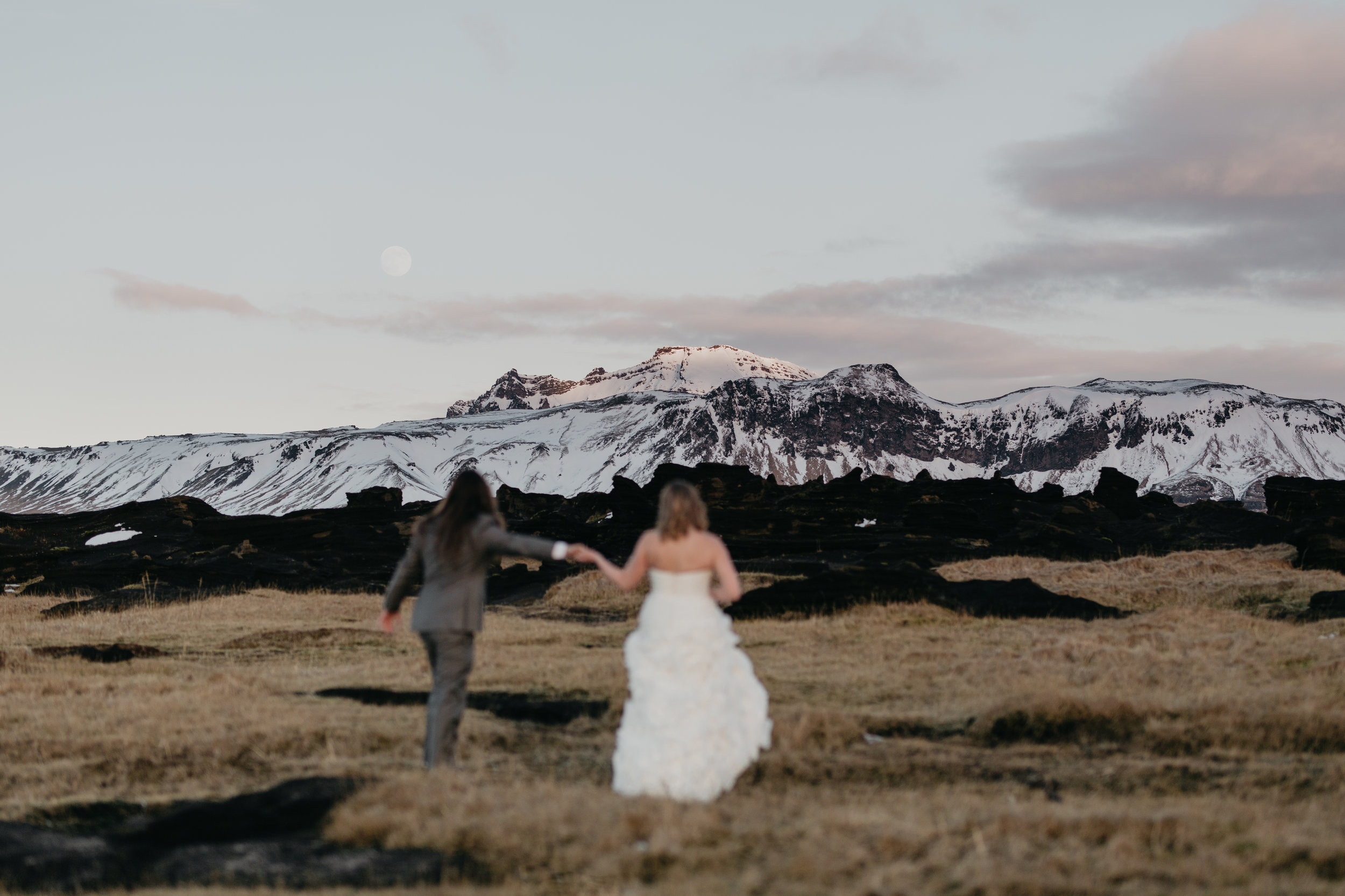 nicole-daacke-photography-iceland-winter-sunset-adventure-elopement-skogafoss-waterfall-black-sand-beach-dyrholaey-vik-iceland-intimate-wedding-black-church-elopement-photographer-23.jpg