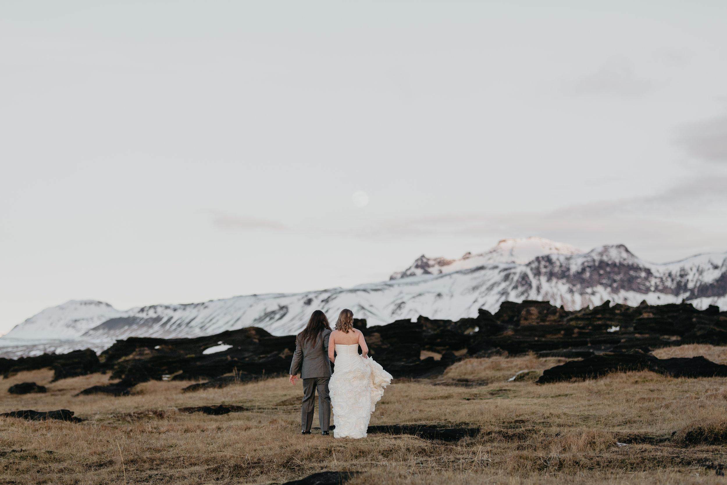 nicole-daacke-photography-iceland-winter-sunset-adventure-elopement-skogafoss-waterfall-black-sand-beach-dyrholaey-vik-iceland-intimate-wedding-black-church-elopement-photographer-24.jpg