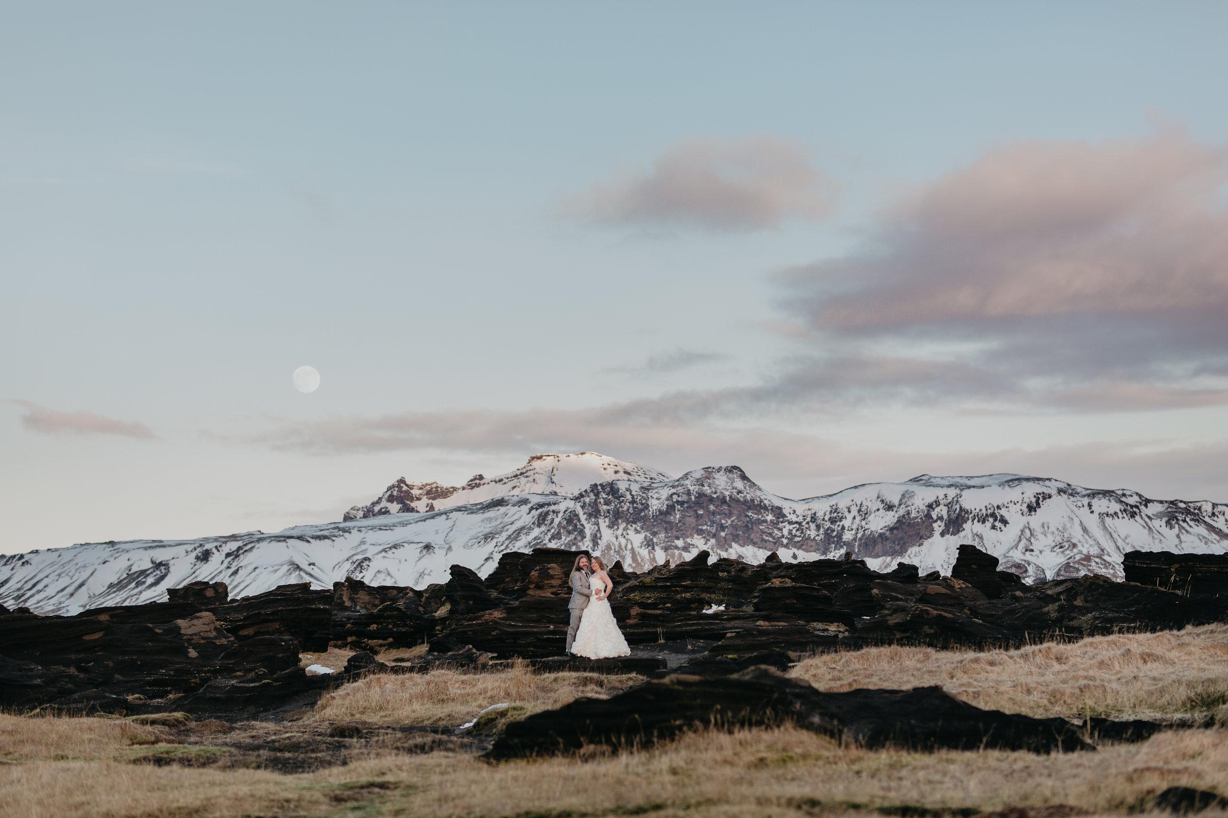nicole-daacke-photography-iceland-winter-sunset-adventure-elopement-skogafoss-waterfall-black-sand-beach-dyrholaey-vik-iceland-intimate-wedding-black-church-elopement-photographer-25.jpg