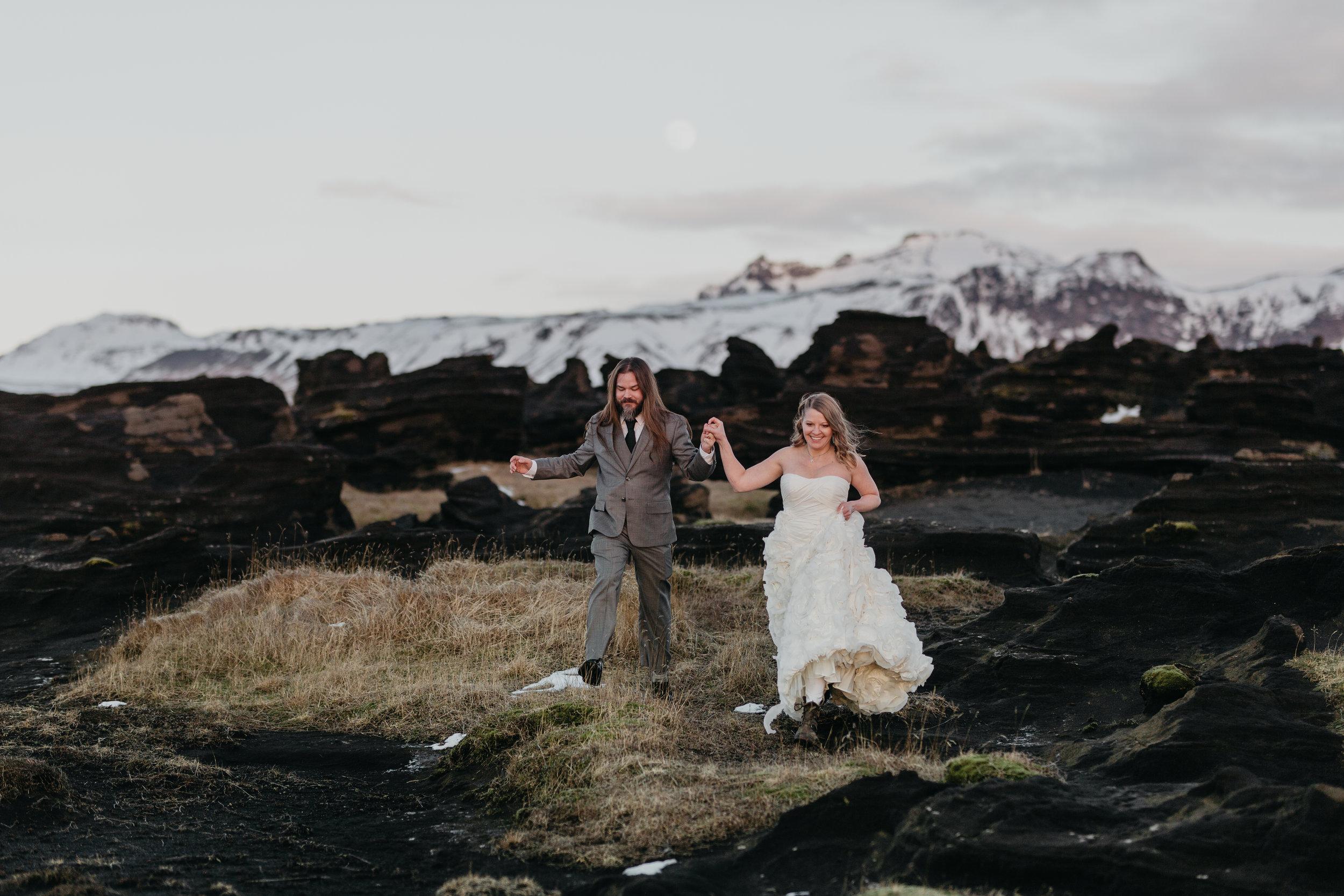 nicole-daacke-photography-iceland-winter-sunset-adventure-elopement-skogafoss-waterfall-black-sand-beach-dyrholaey-vik-iceland-intimate-wedding-black-church-elopement-photographer-27.jpg