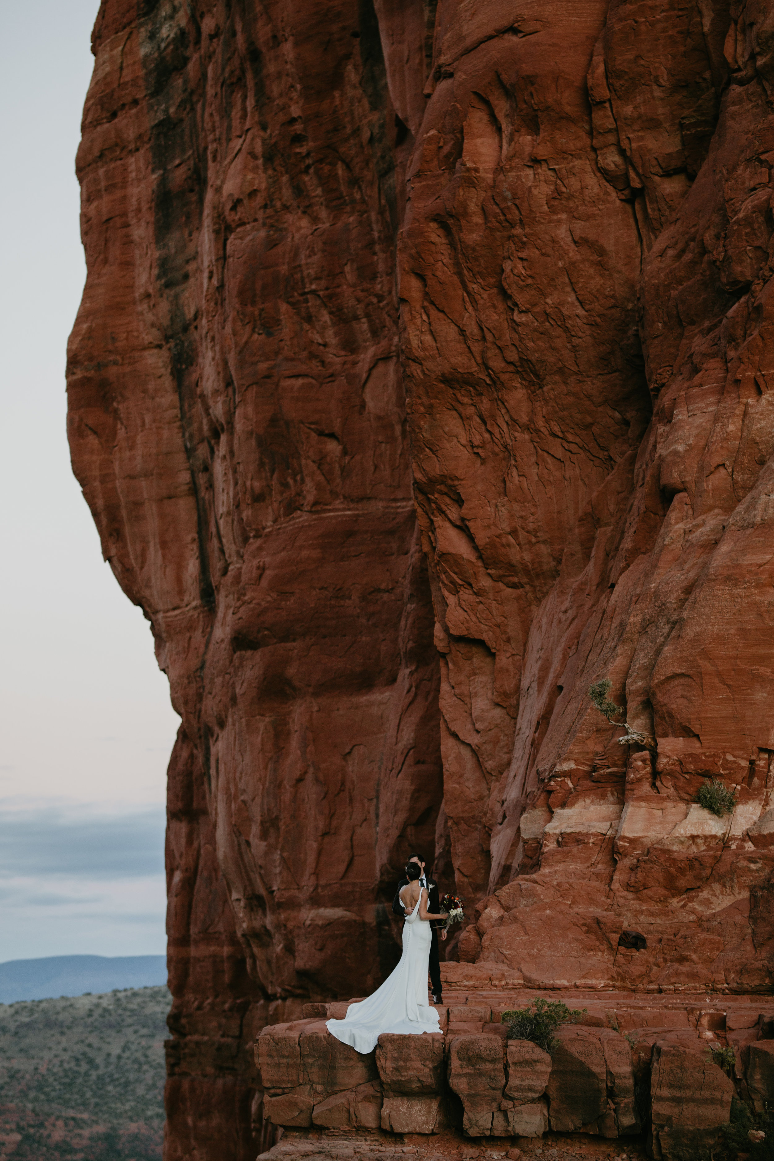 nicole-daacke-photography-sedona-arizona-adventurous-elopement-adventure-elope-photographer-cathedral-rock-sedona-vortex-intimate-wedding-hiking-elopement-photographer-11.jpg