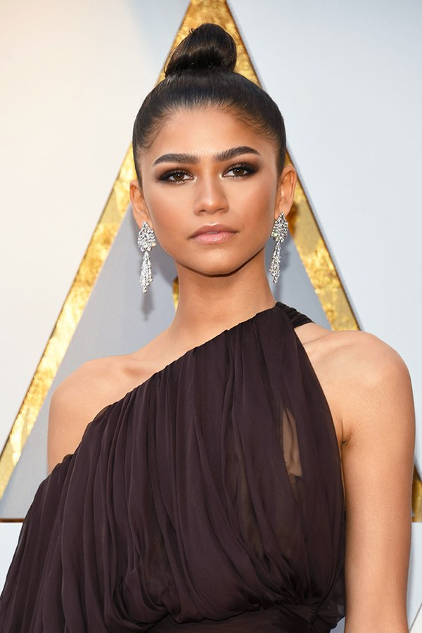 Zendaya looks perfectly polished with her very symmetrical eyebrows. Since she is dressed up, her eyebrows are dressed up too! We love her full brow!  - Ready to achieve these looks? Inquire more by clicking here to book an appointment!