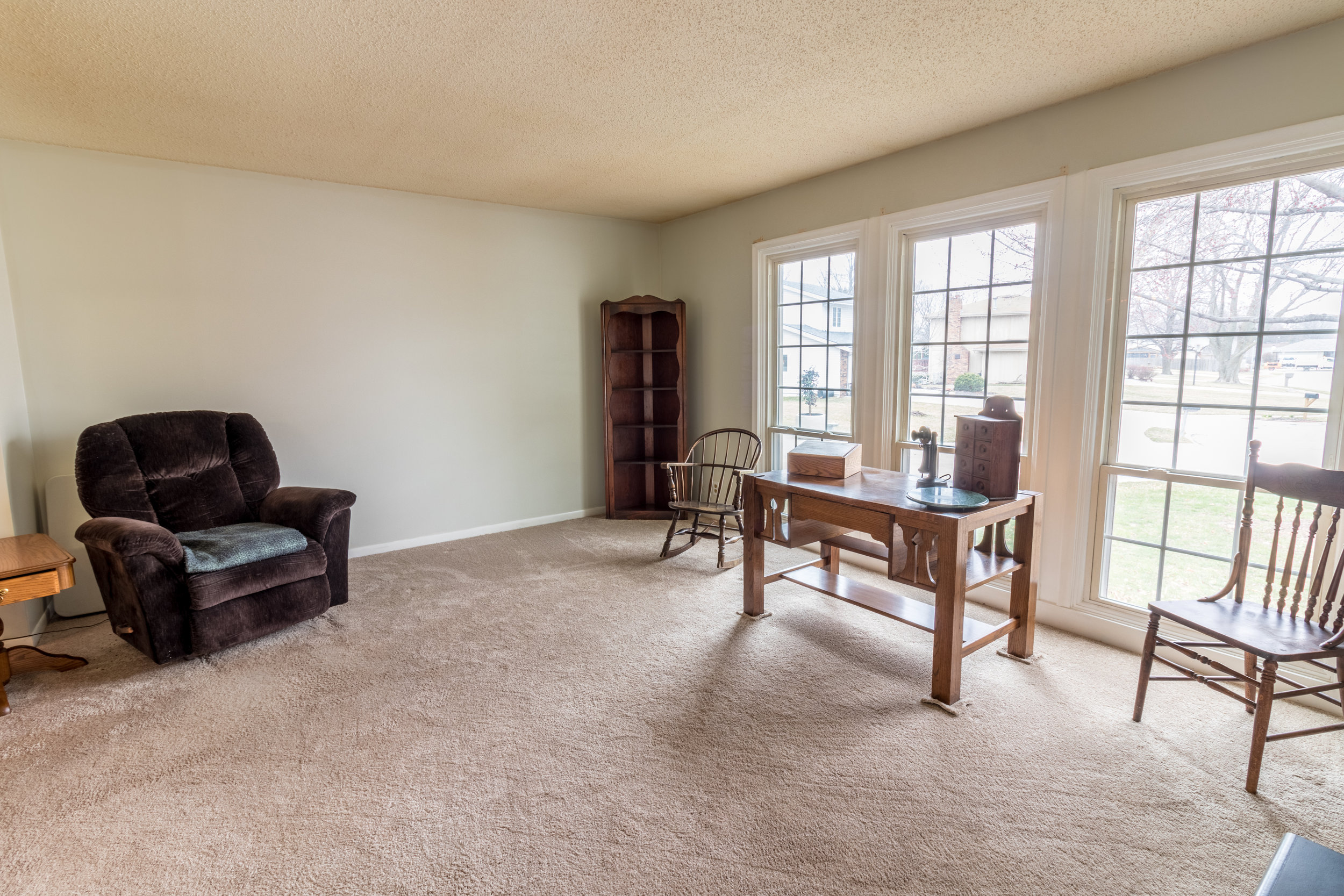 21265 Edgevale Cir living room