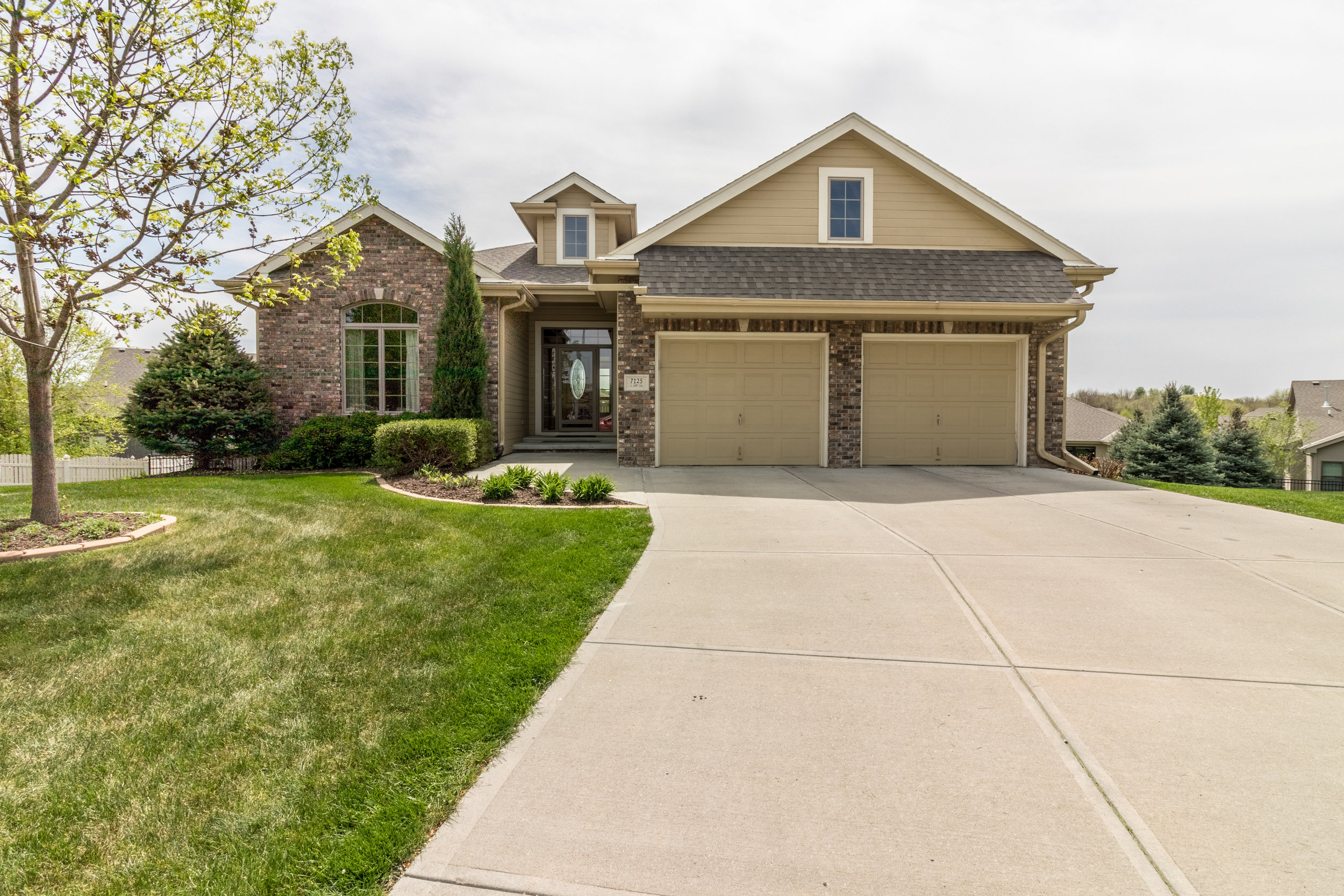 Stunning - 7125 S 100th Circle | La Vista | $359,900