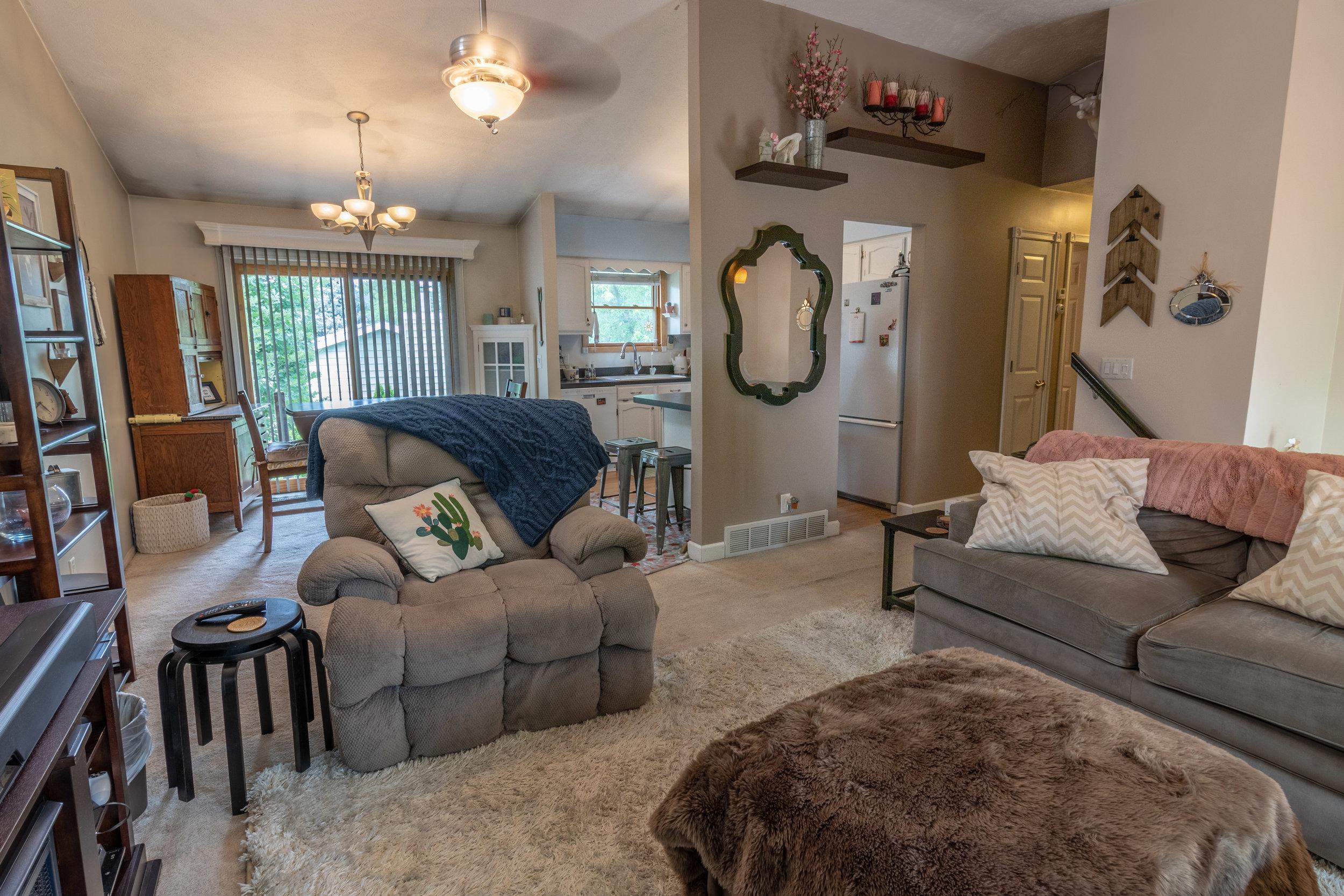 13706 Madison Cir Living Room