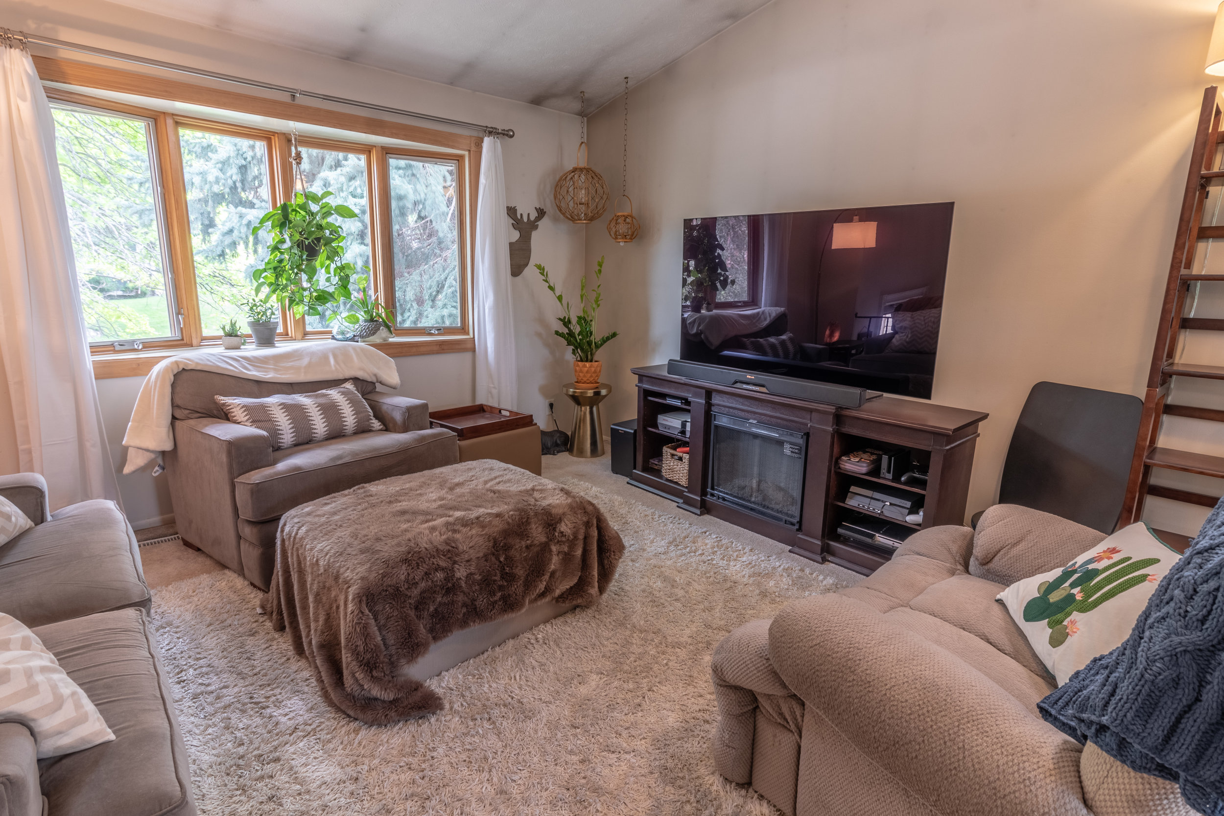 13706 Madison living room