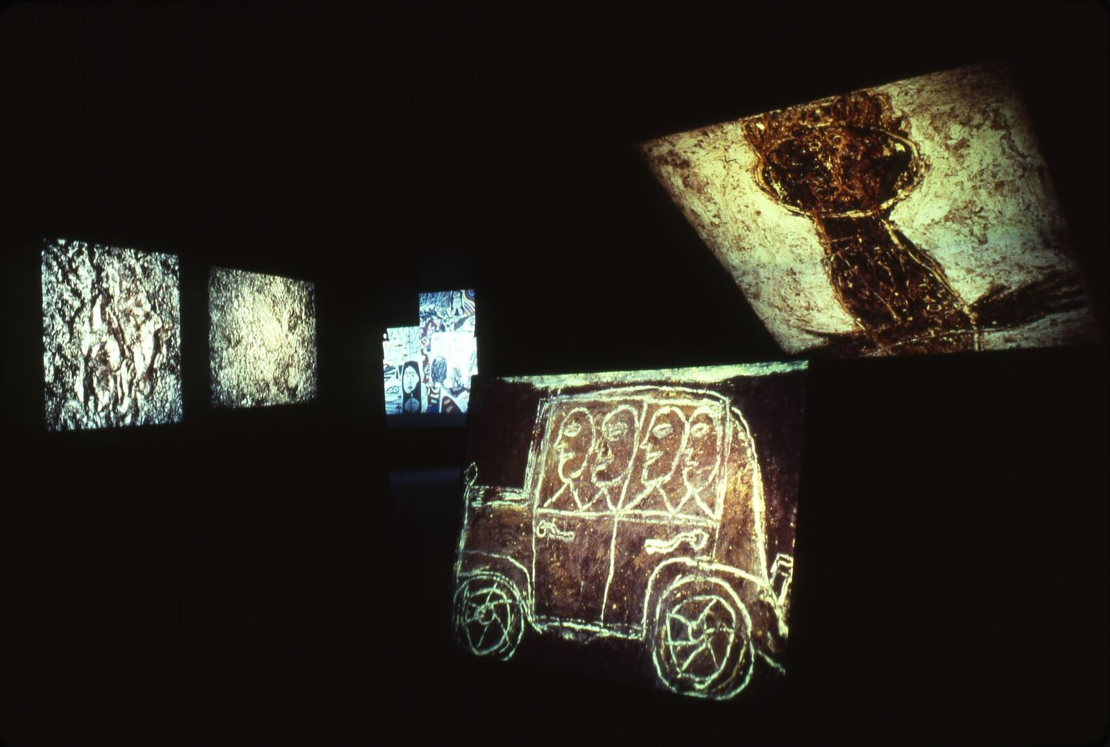 Vue de l'exposition lumineuse de Jean Dubuffet par Fiat, Turin, 1978 © Fondation Dubuffet ProLitteris