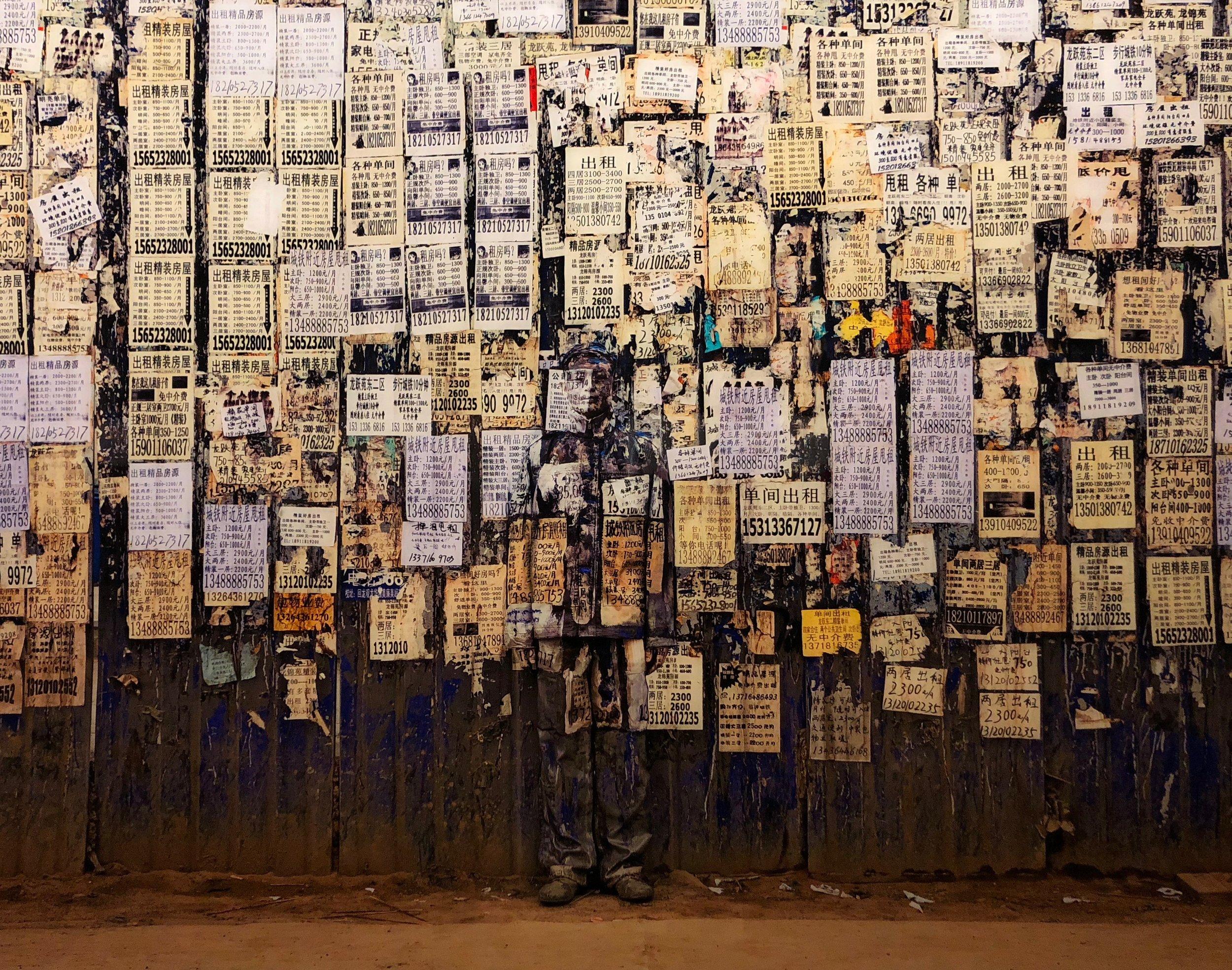 "Info Wall, ""Hiding in the City"", 2011 © Liu Bolin / Courtesy Galerie Paris-Beijing"