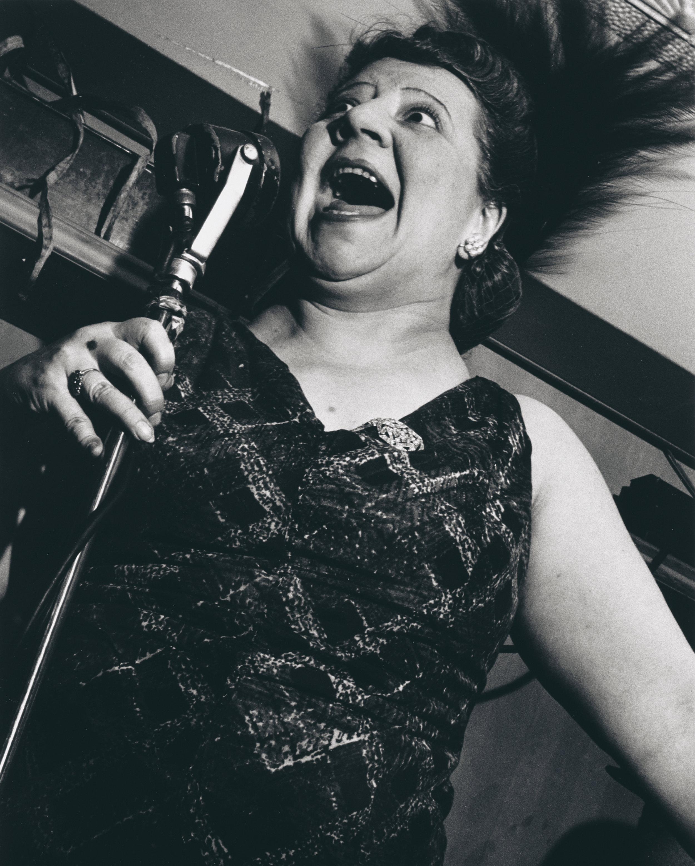 Singer at the Metropole Café, New York City 1946 | © Estate of Lisette Model