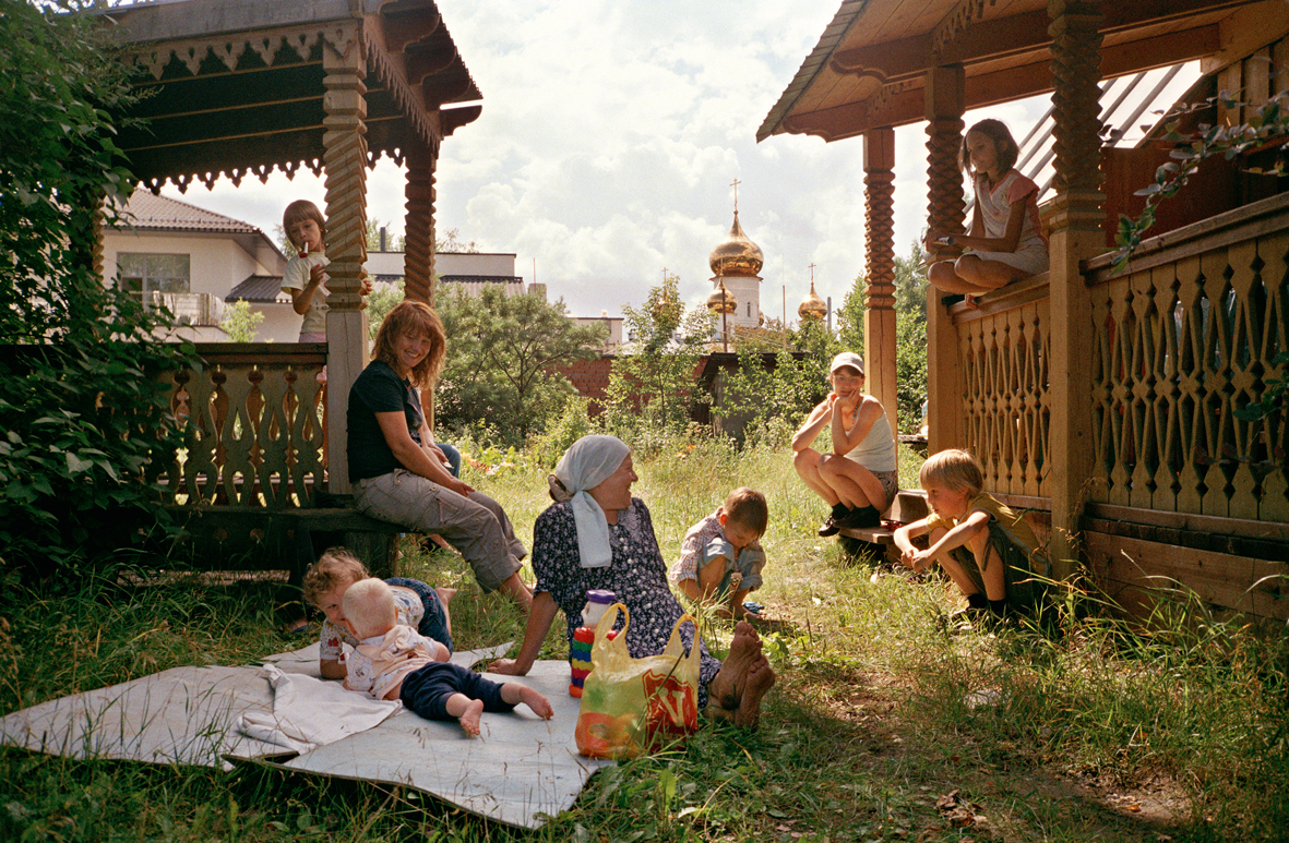 1 Family relaxing at datcha.jpg