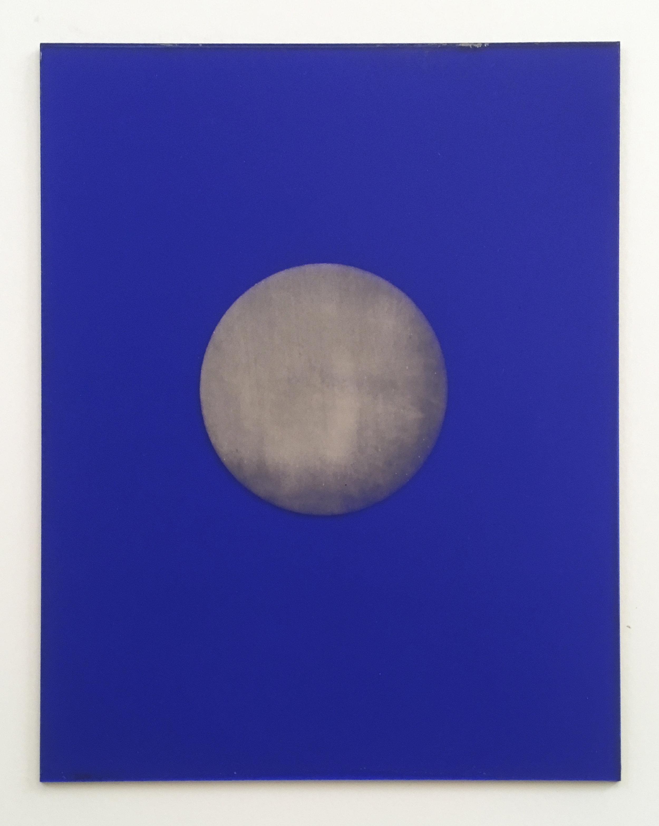 Intuition bleue #1 2019, ambrotype sur verre teinté bleu, 18 × 24 cm, pièce unique