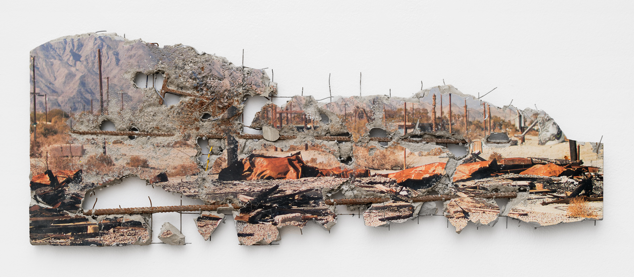 Sub City 2019, impression photographique sur acier à cadre de ciment, 38 × 100 cm, pièce unique | © Florian Pugnaire & David Raffini / Courtesy Ceysson & Bénétière