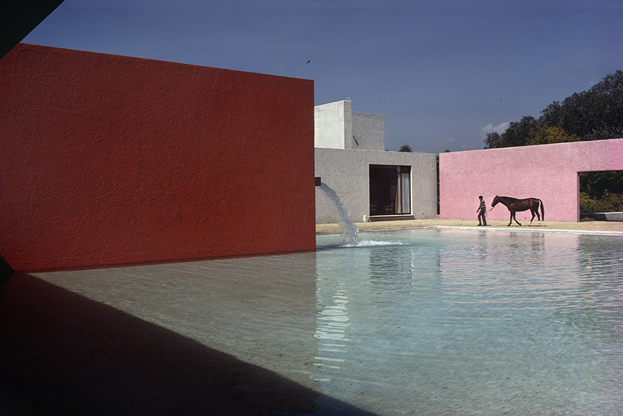 René Burri, Building by Luis Barragan, Mexico-City (1967-68), Analoger C-Print, 40 x 50 cm, signiert vom Künstler
