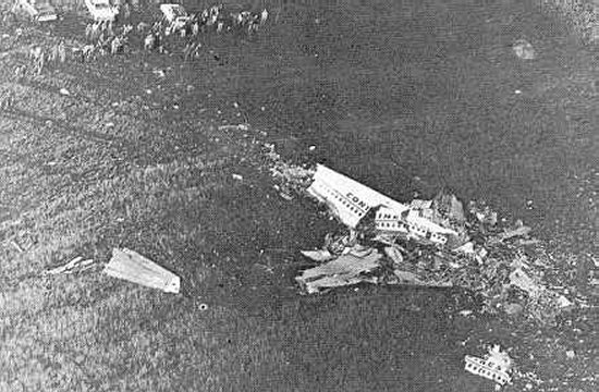 Shattered wreckage of Continental Airlines Flight 11