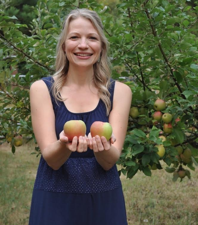 Julie with apples2.jpg