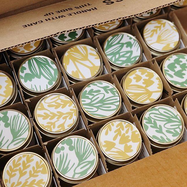 Nous avons eu le privilège de confectionner 200 bougies avec mèche de chanvre pour la @fermegrover 🌱 un beau petit projet chapeauté par Joelle du @studio.tgim . . . Si vous passer aujourd'hui ou demain à la @fermegrover, vous y trouverez des fleurs magnifiques à perte de vue...et! aurez p-e la chance de mettre la main sur une de nos chandelles ☝🏼 Bon week-end! . . . #lesallumeuses#bougiesdesoja#soycandle#faitalamain#handmade#naturelles#natural#huilesessentielles#essentialoils#moms#momtrepreneurs#achatlocal#ecofriendly#inspiration#creation#ambiance#studiotgim#squarespace#produitquebecois