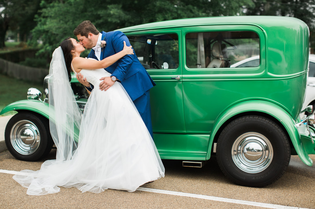 vintage car wedding picture.jpg