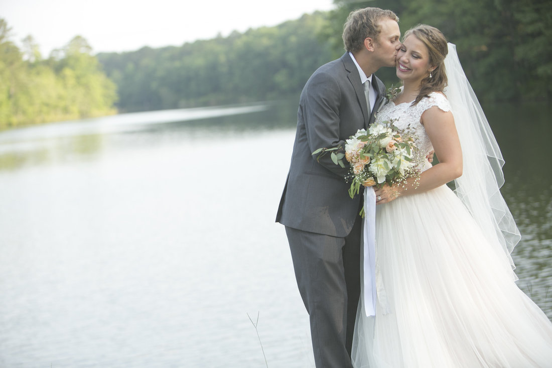 bride and groom pictures by a lake.jpg