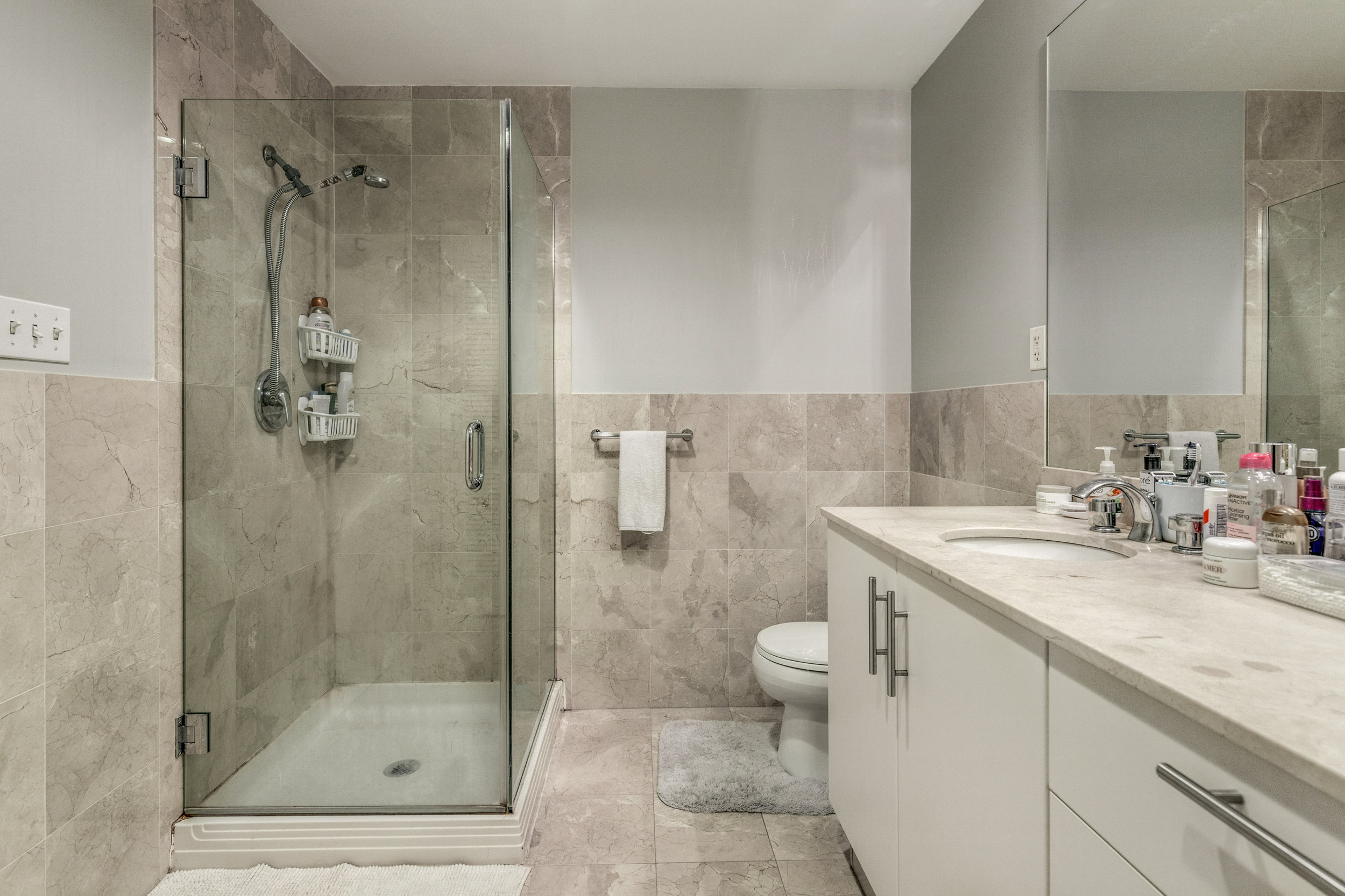 19_Bathroom.jpg