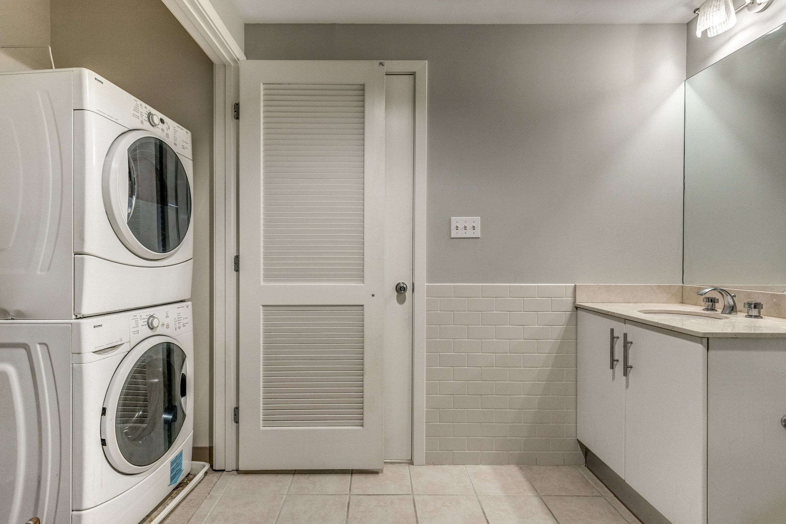 21_Bathroom-5.jpg