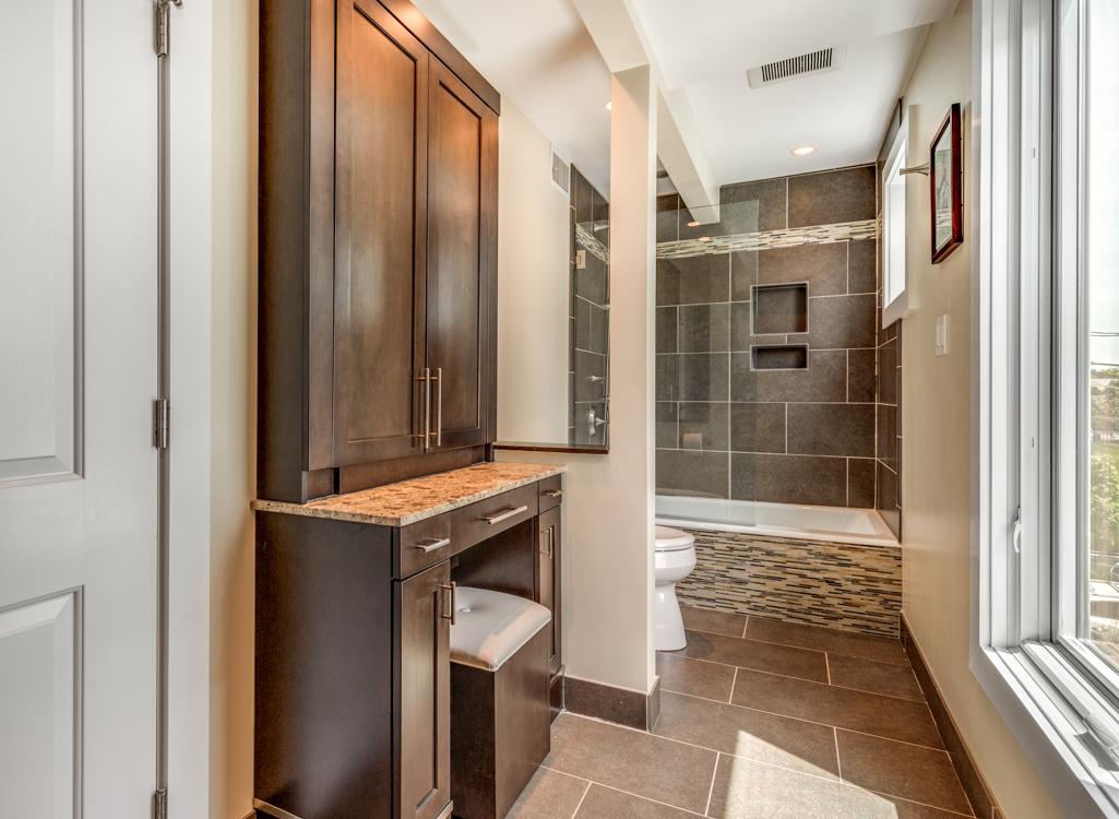 17_Bathroom1.jpg