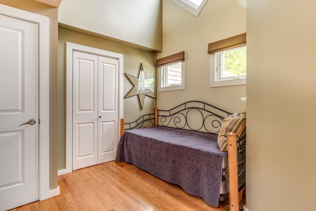20_Bedroom2.jpg
