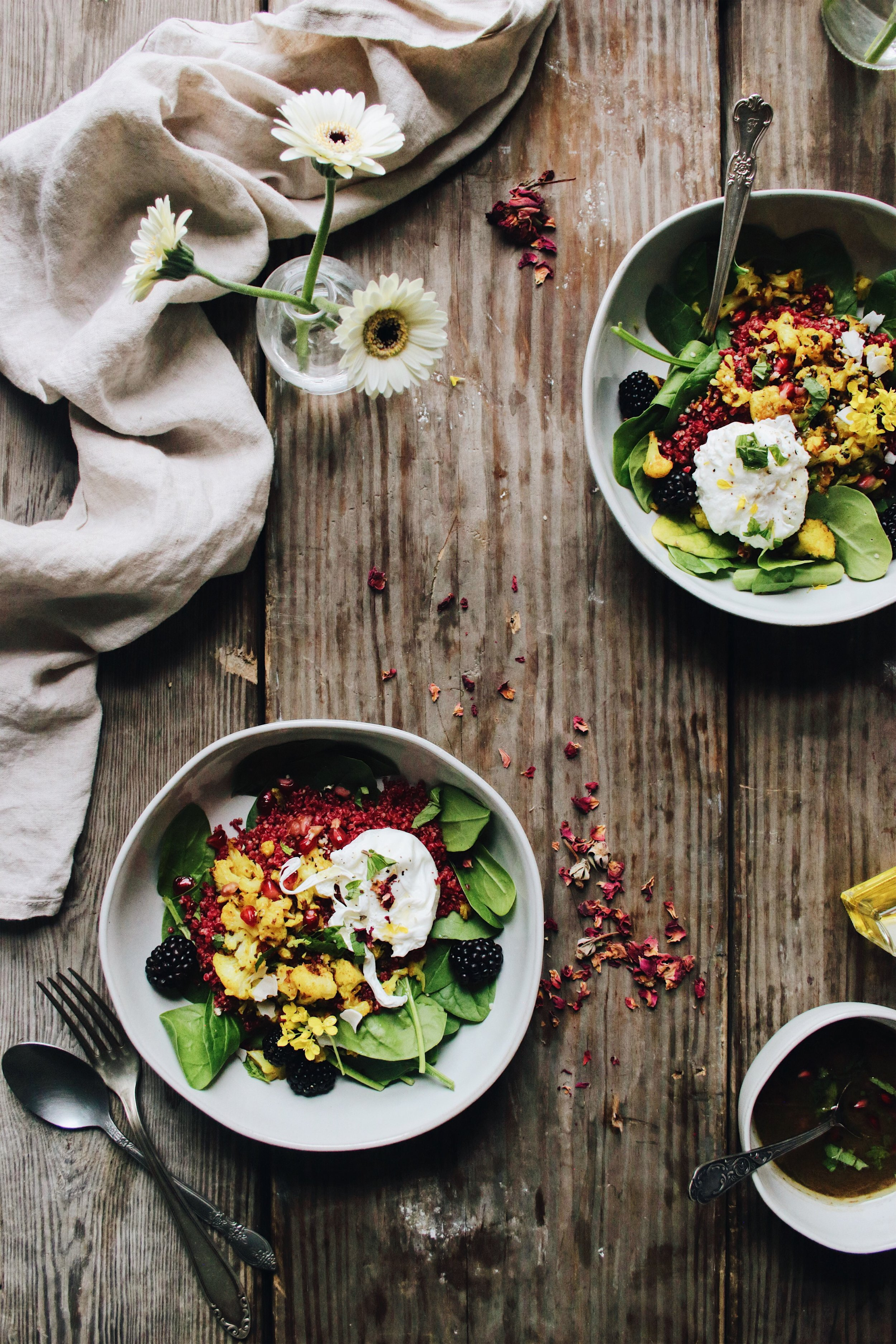 beet quinoa spinachbreakfast bowl - Eat like a rainbow