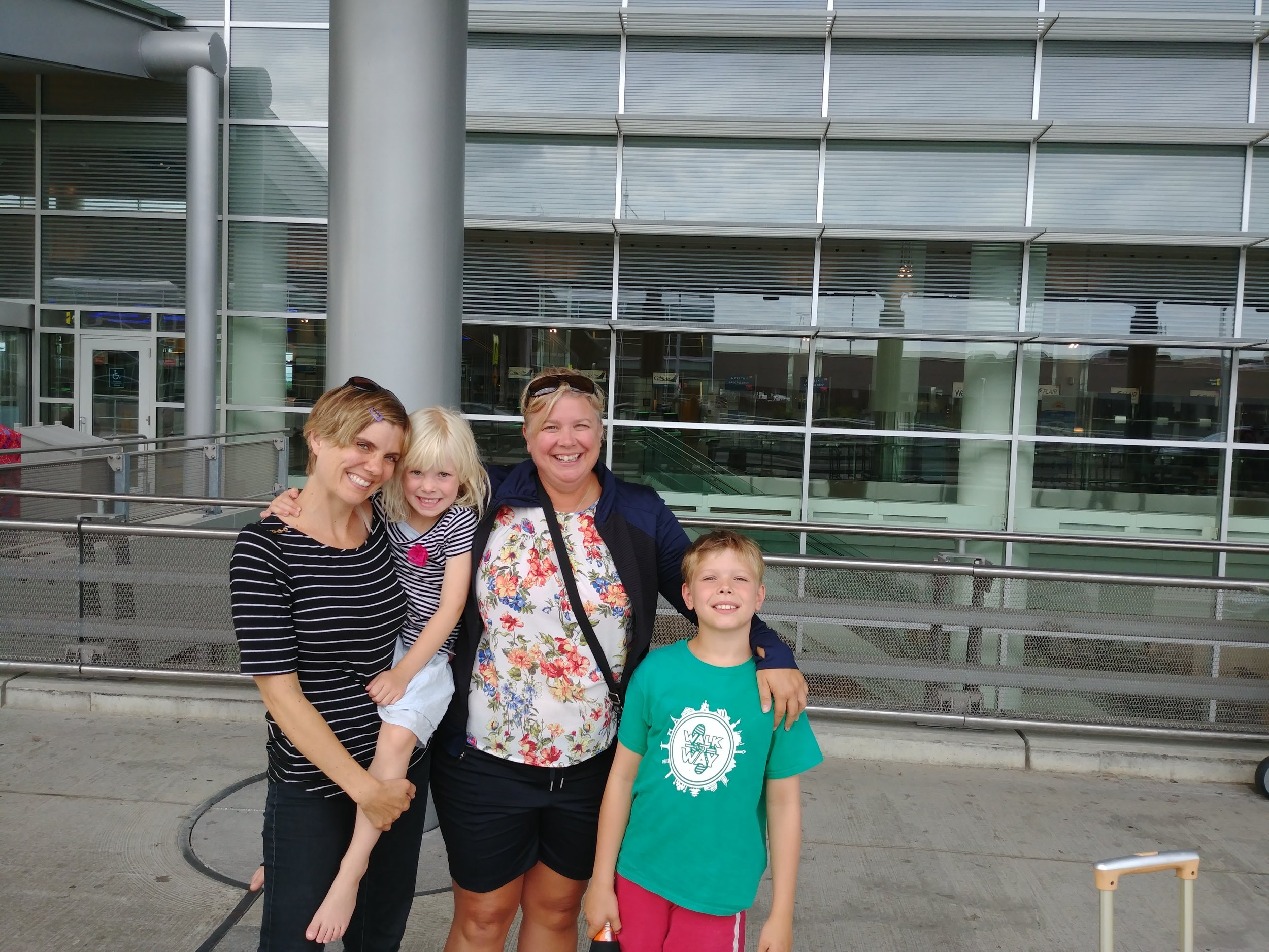 Saying good-bye to Aunt Tammy who came to be with us in Winnipeg! -