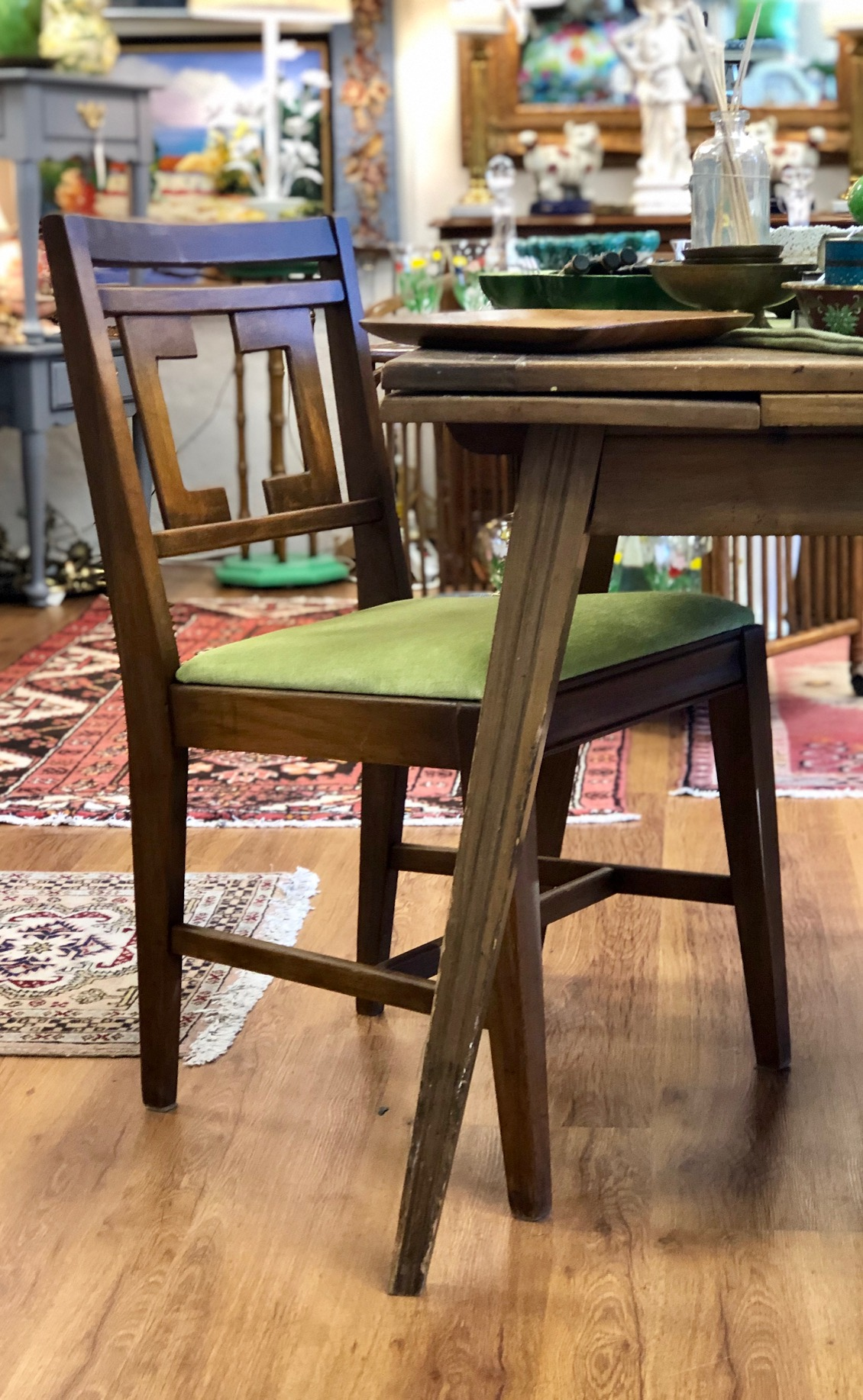 Mid-century modern vibes from this table and chair combo.   Cottage Grove Vintage Market