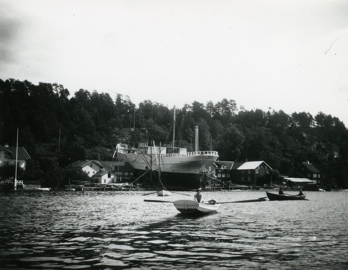 """Skipet """"Ora"""" på beddingen i Bratteklev."""