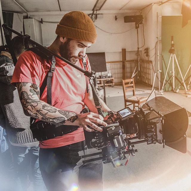 Red Dragon or C200?🎥 • • • • ➡️ http://Facebook.com/filippocinotti.dop ⬅️ • • • #filmmaking #filmmaker #cinematographer #cinematography #cinema#film #director #adobe #mōvi #mōvimethod #freeflysystems