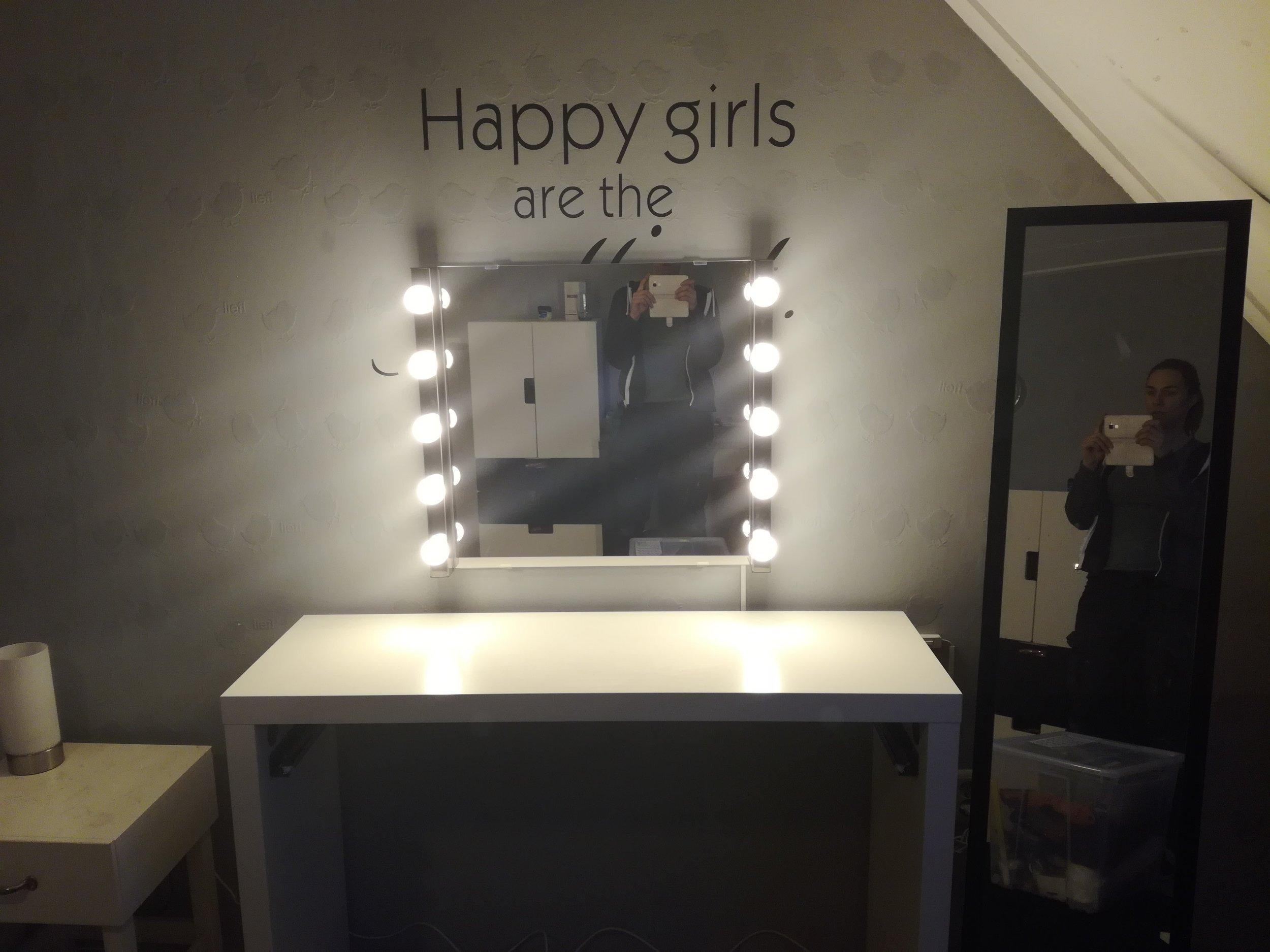 Kaptafel met spiegellamp