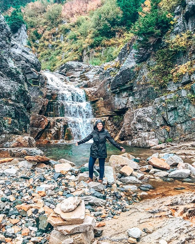 "This rainy day in Charleston is reminding me of my trip to Seattle last year. Even though it was raining during this hike, it was still so much fun!  As part of my style session, I do offer a ""pack like a pro"" service! I know how hard it is to pack hiking gear - and normal day clothes all in one carry on, but it can be done! . . #style #styleblog #fashion #ootd #personalstyle #todayiamwearing #whatiwore #wiw #instablog #instafashion #outfitoftheday #instabossclub #aboutalook #abmstyle #thatsdarling #lookbook #realoutfitgram #theeverygirl #theeverydaygirl #personalfashionstylist #charlestonstylist #personalstylist #charlestonfashion #charlestonpersonalstylist #fashionadvice"