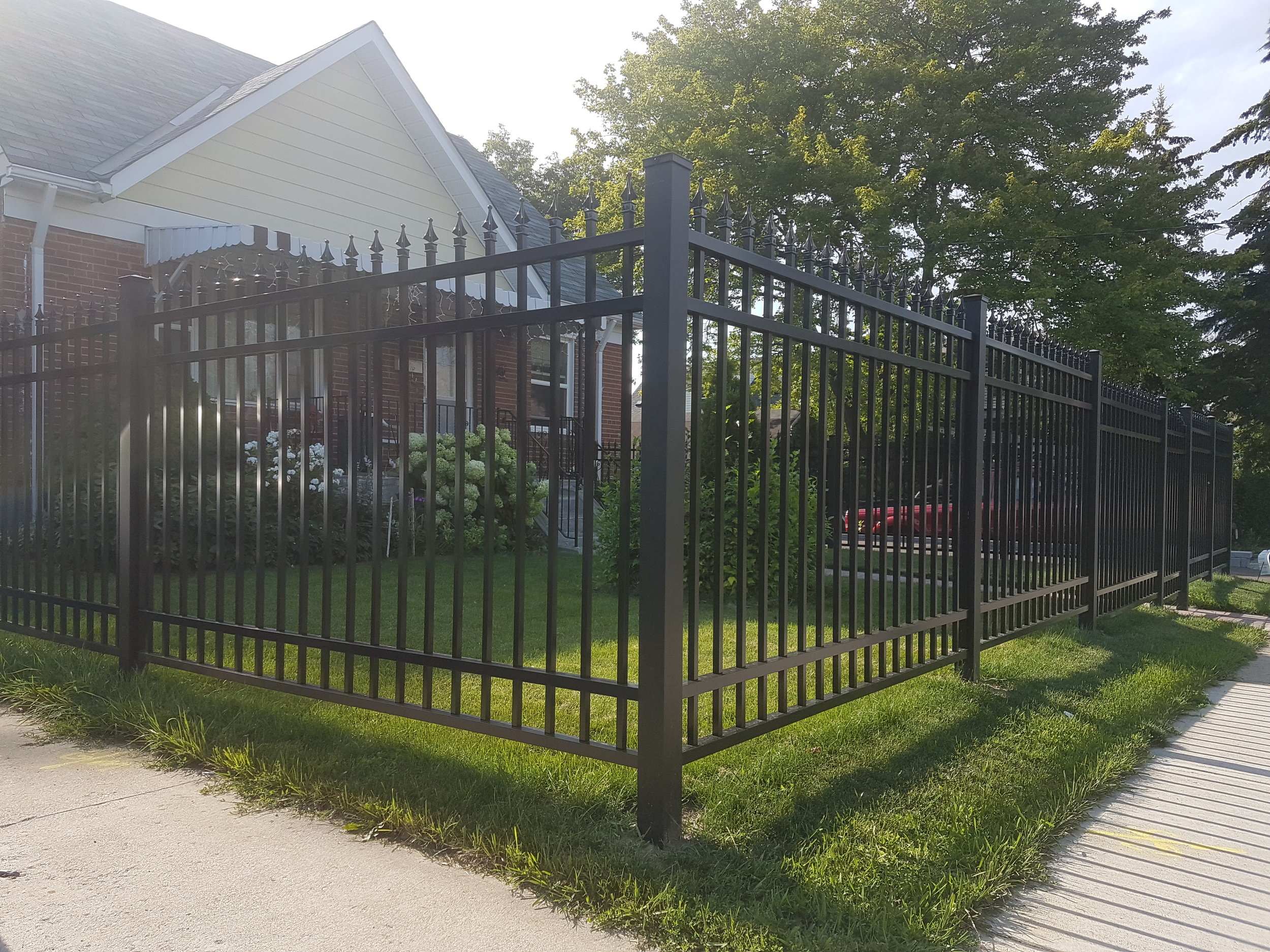 Aluminum Fence Toronto -Double Top And Bottom Bars With Finials